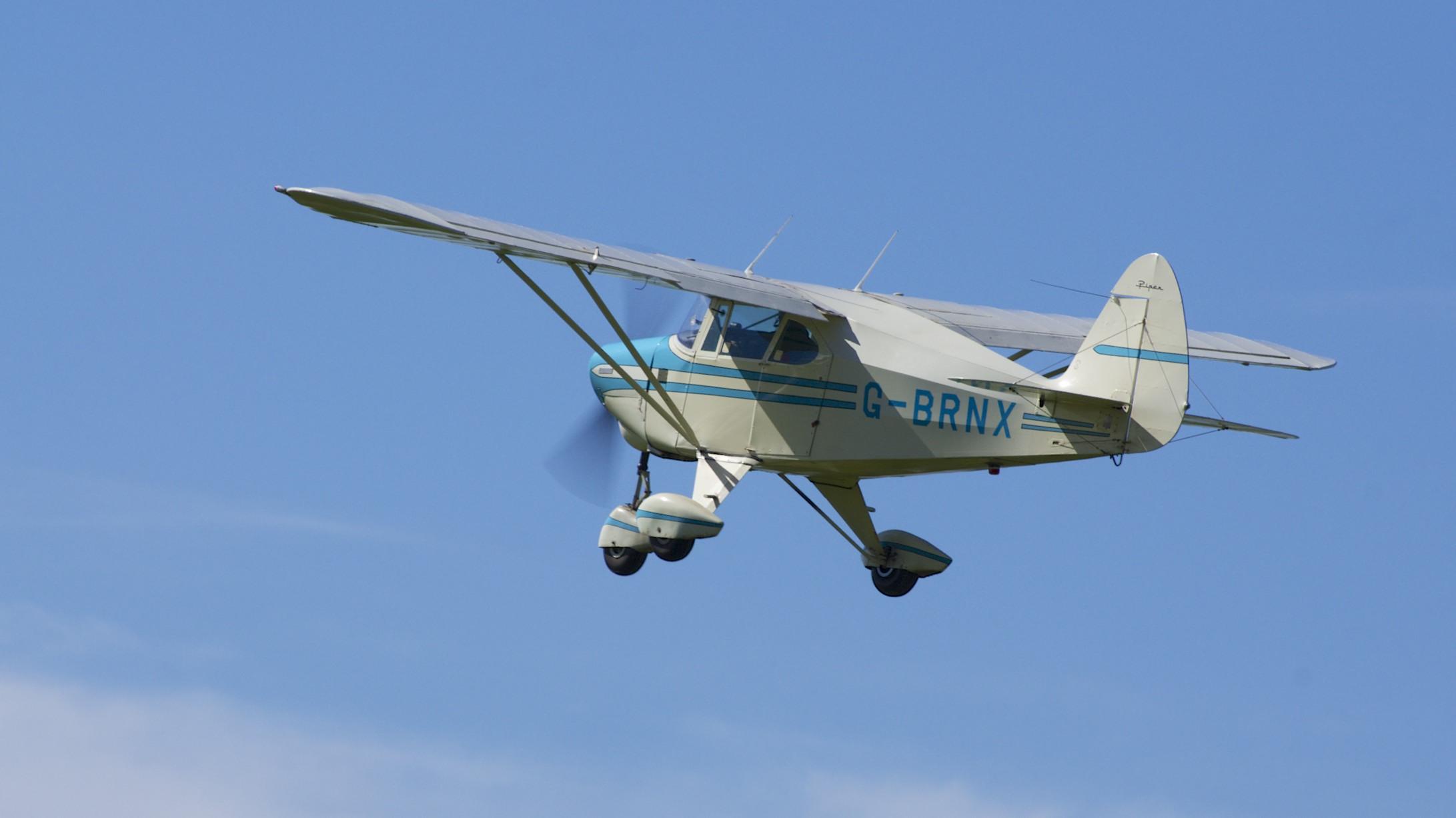 File:1955 Piper PA-22-150 Tri-Pacer Caribbean G-BRNX