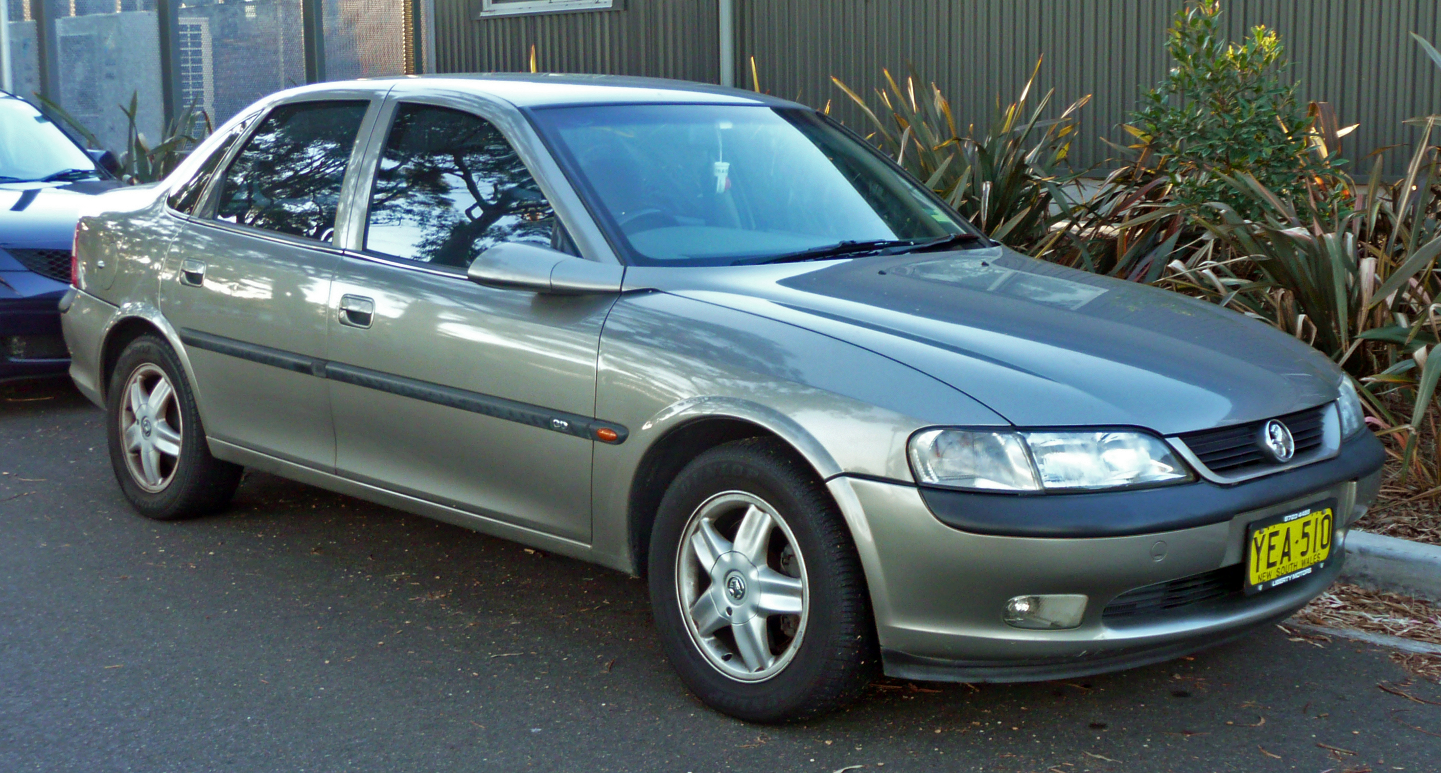 File:1999 Holden Vectra (JS) CD sedan (2010-05-08