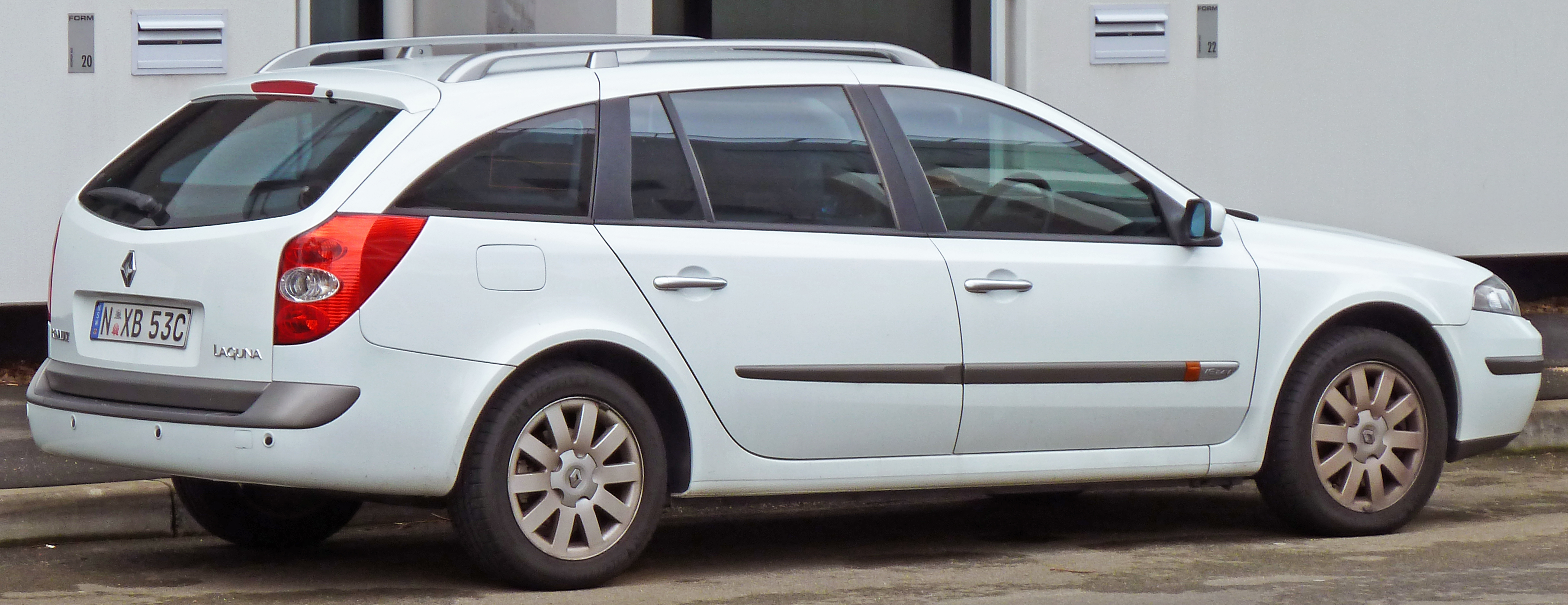 How the model Renault Laguna 2 appeared