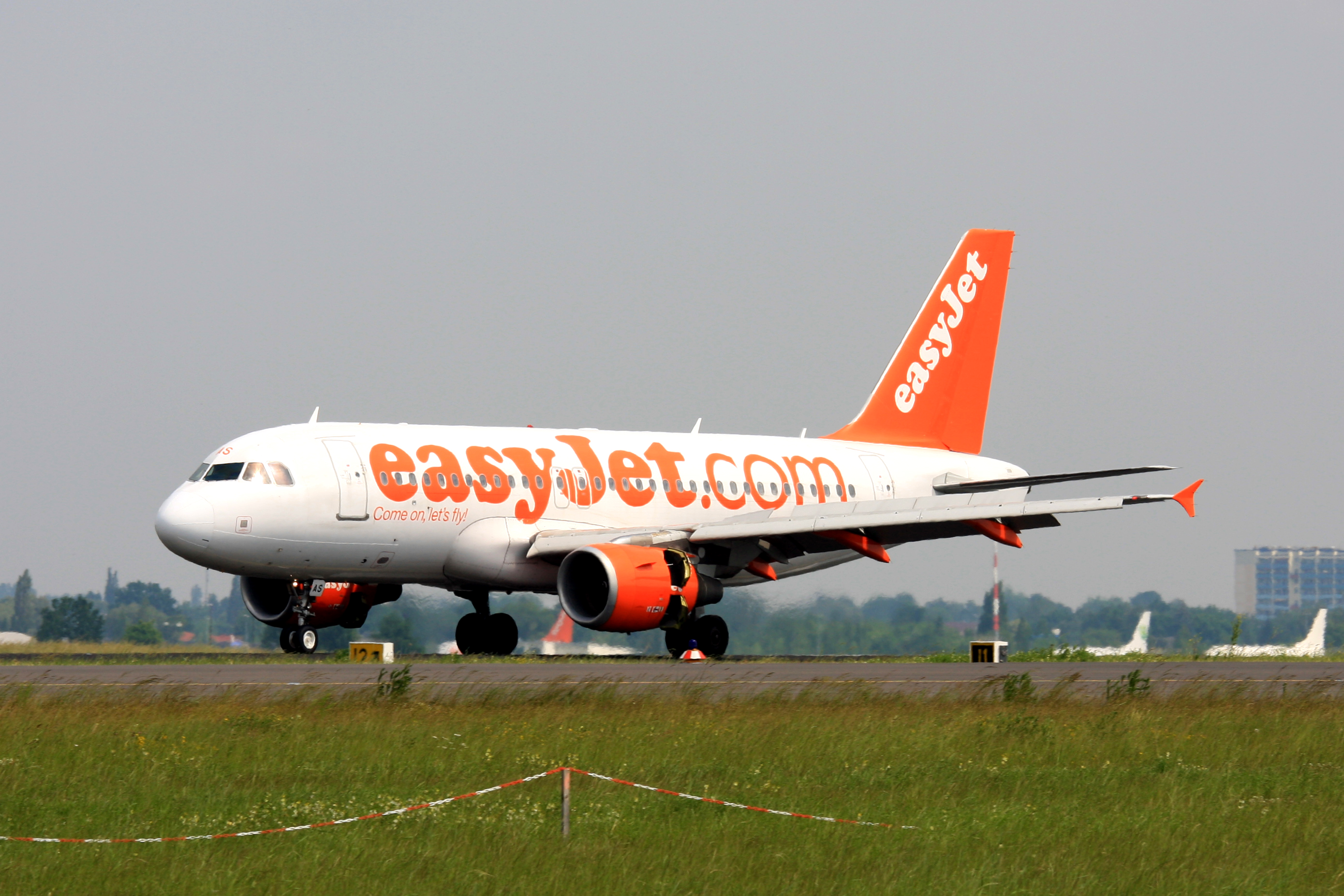 easyjet a319 - photo #37