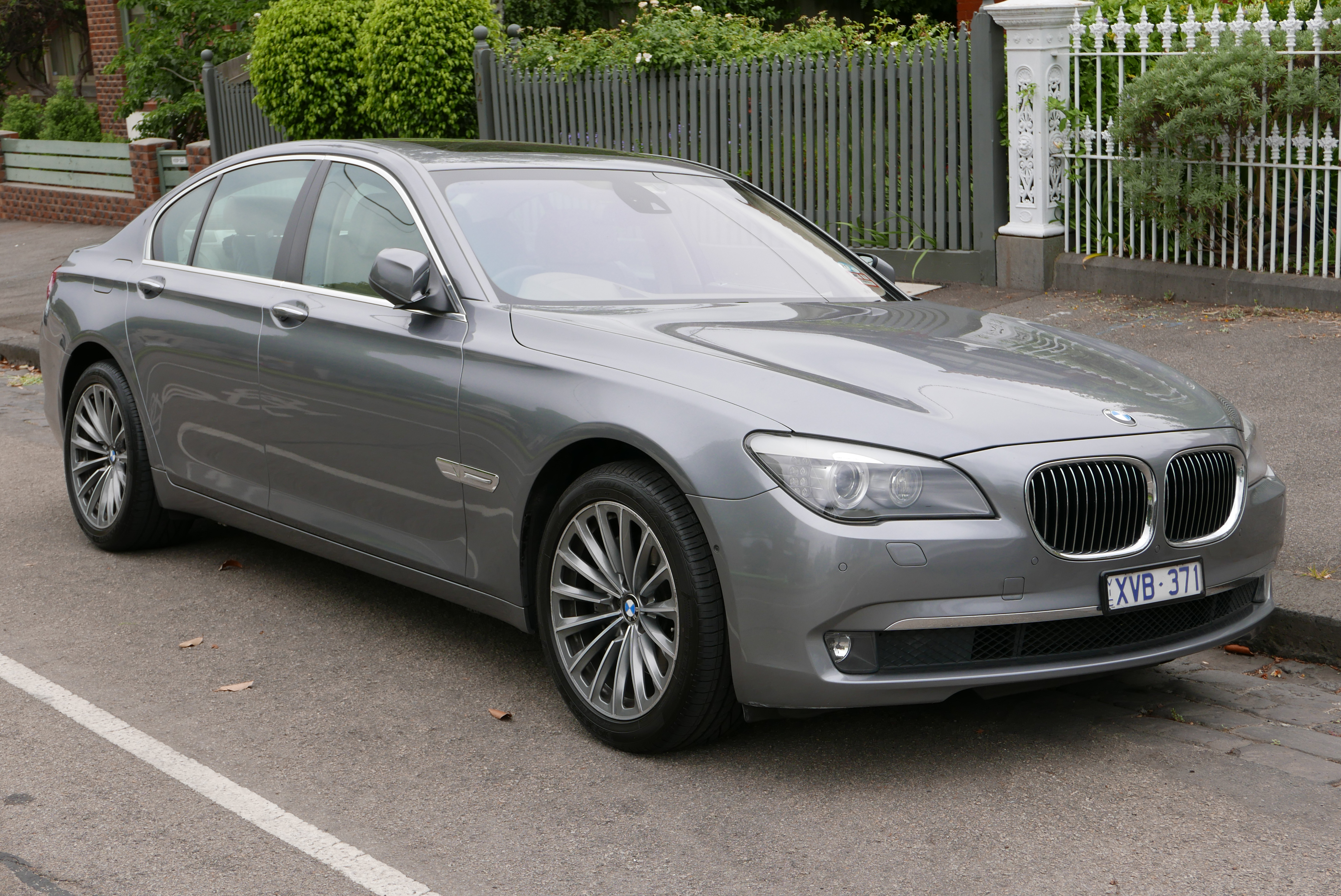 file 2010 bmw 730d f01 my10 sedan 2015 12 07 wikimedia commons. Black Bedroom Furniture Sets. Home Design Ideas