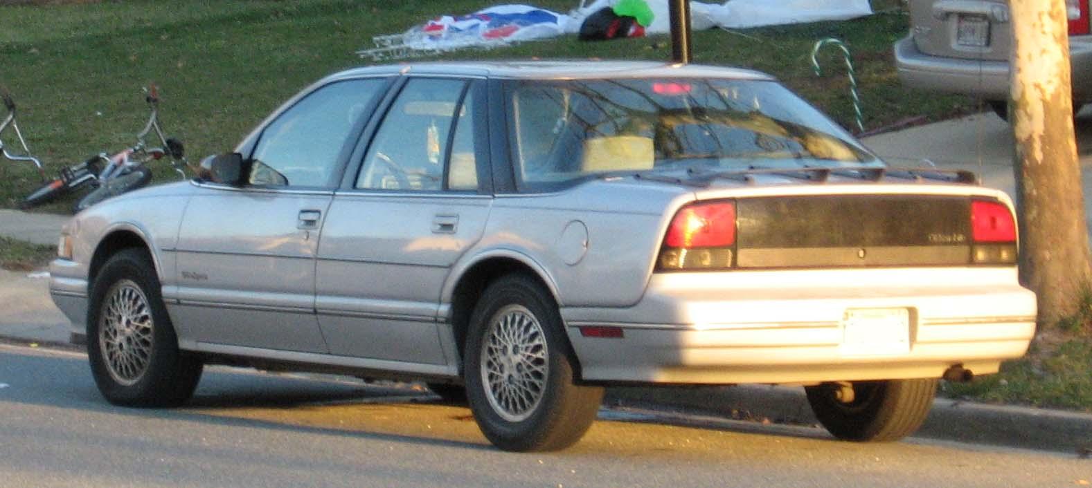 File88 91 Oldsmobile Cutlass Supreme Rear