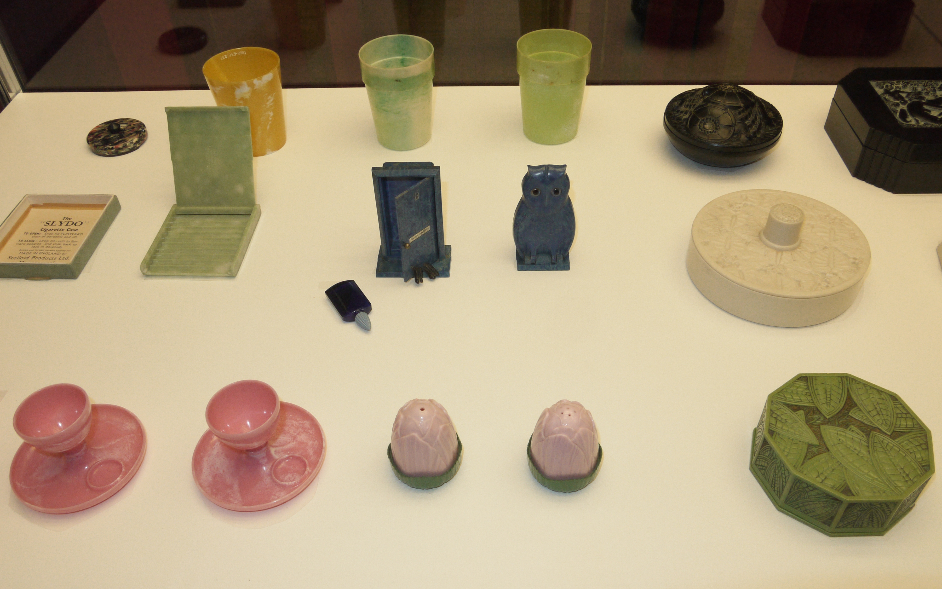 A selection of urea formaldehyde objects at the science - Melamine c est quoi ...