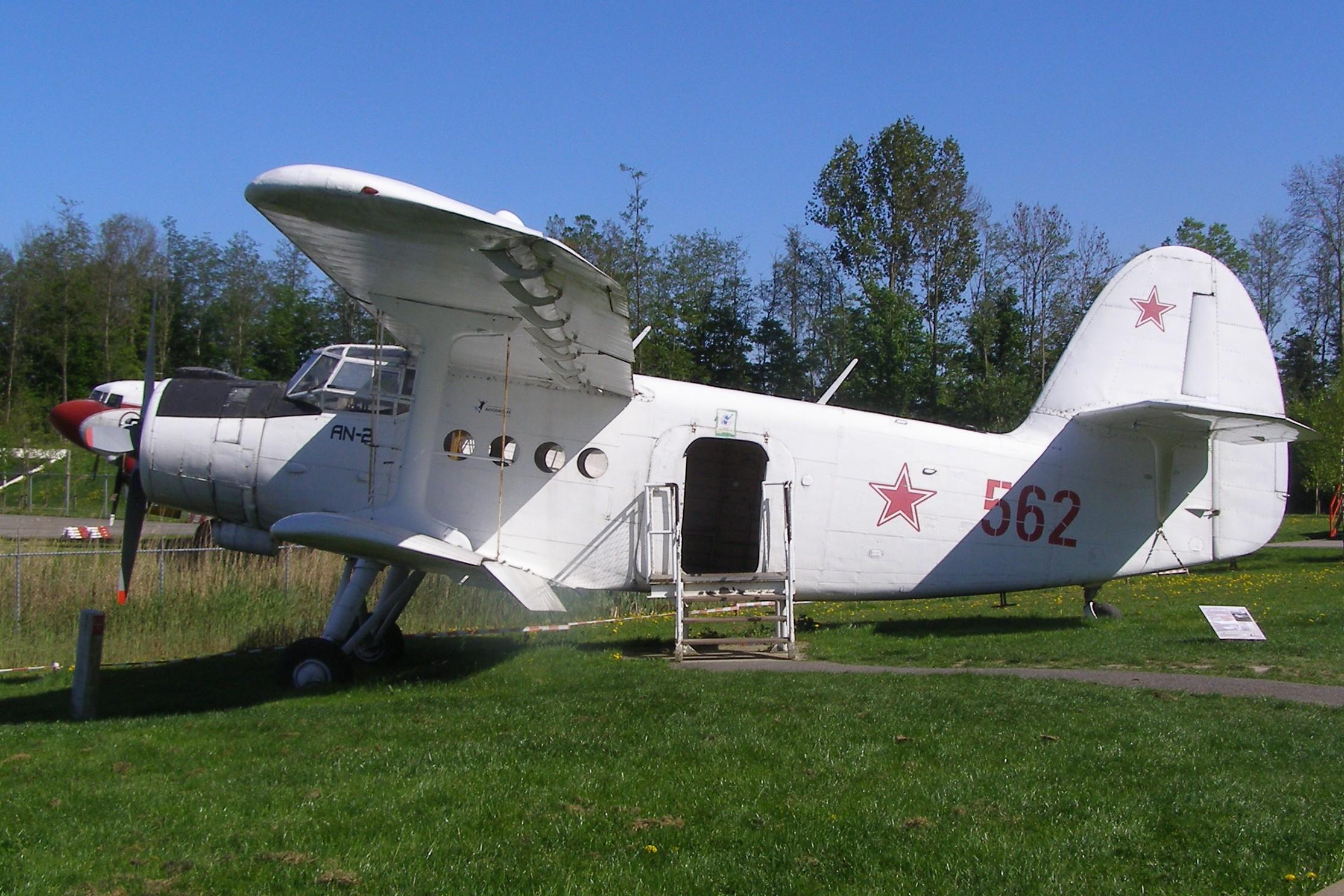 [jeux] La suite de chiffres en images - Page 23 Antonov-An-2-562