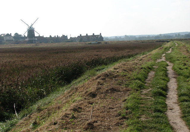 Approaching Cley on the Peddars Way-Norfolk Coast Path - geograph.org.uk - 980683