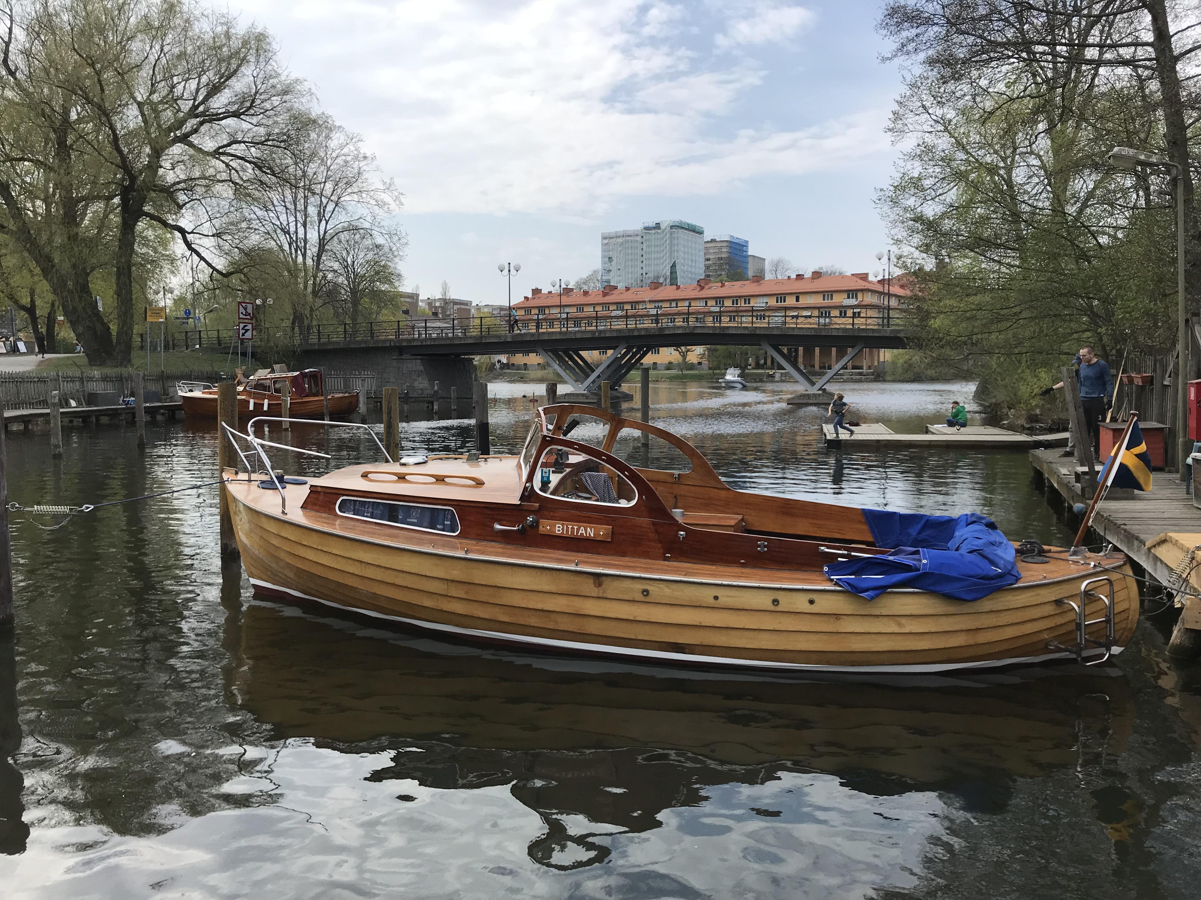 Bittan_-_swedish_wooden_boat.jpg
