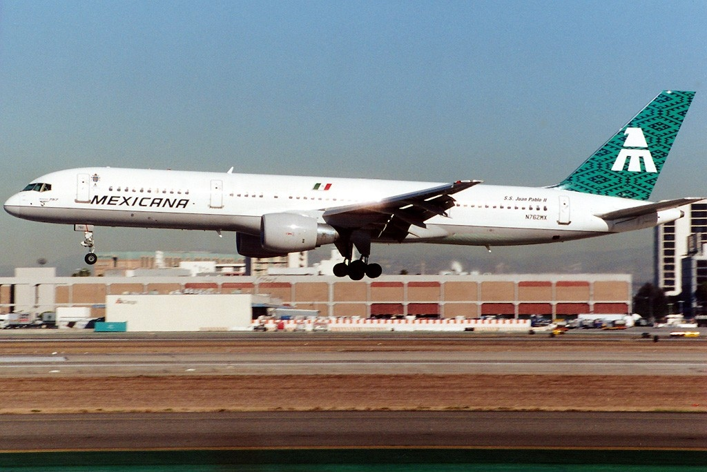 "Boeing 757 de Mexicana ""Juan Pablo II""."