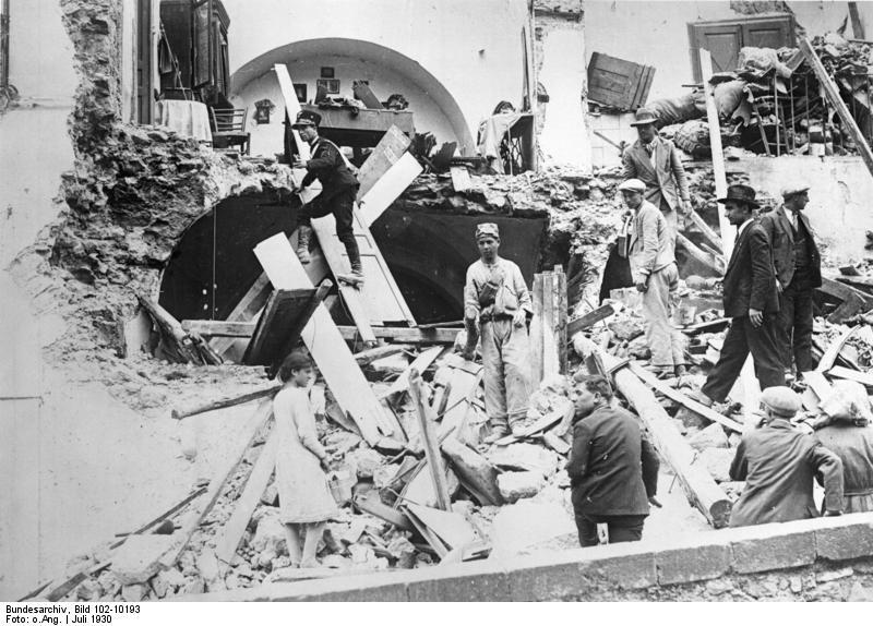 Fichier:Bundesarchiv Bild 102-10193, Italien, Erdbeben-Katastrophe.jpg