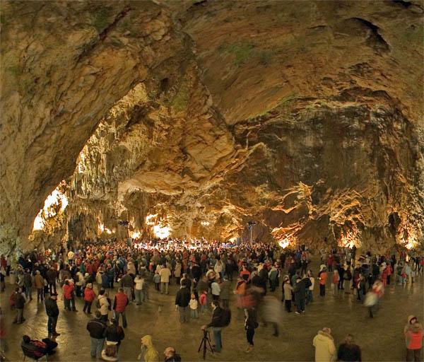 Sala de conciertos en la cueva de Postojna