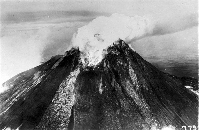 File:COLLECTIE TROPENMUSEUM De uitbarsting van de Merapi TMnr 10003994.jpg