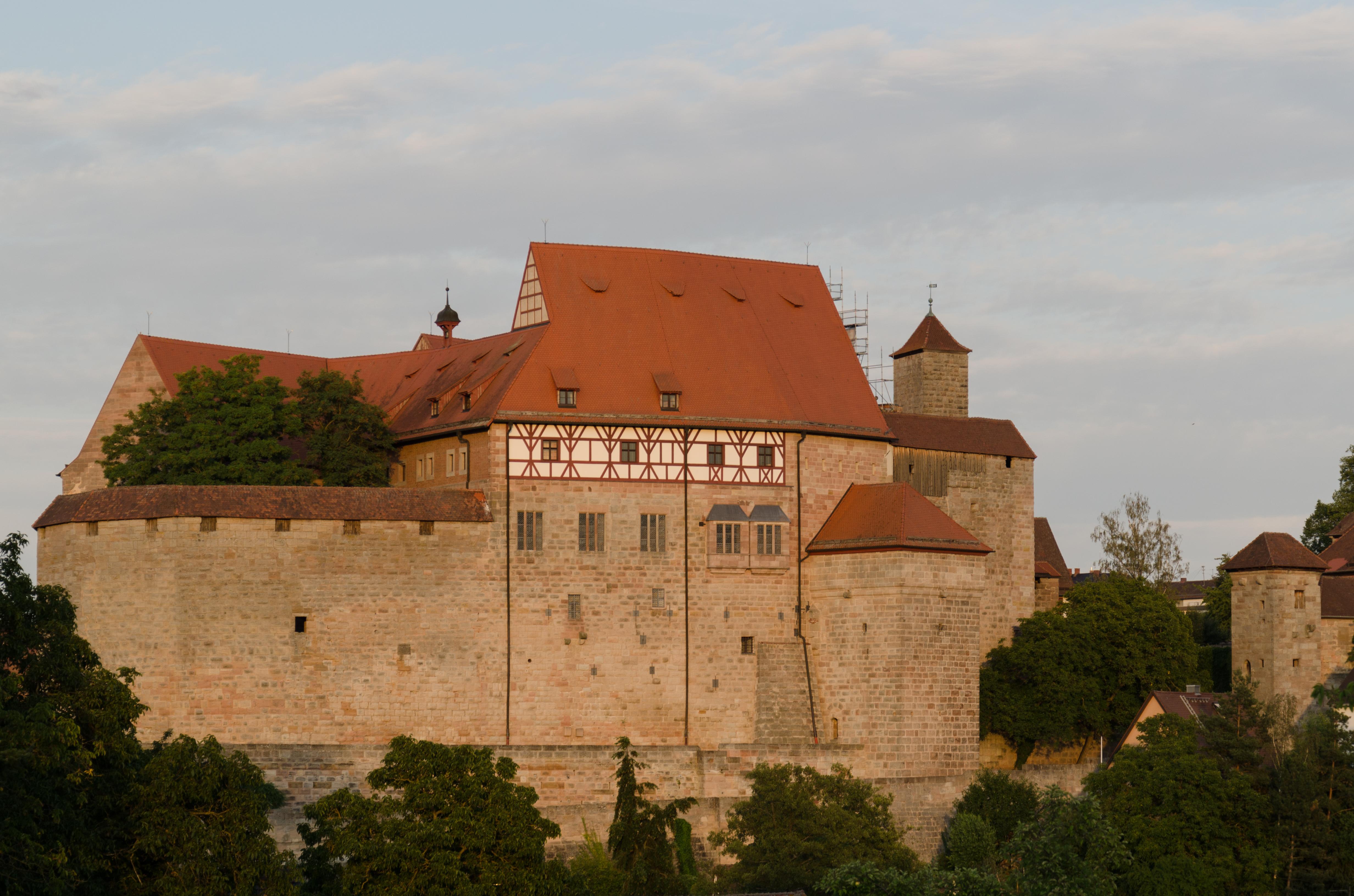 Cadolzburg%2C_Burg%2C_Kernburg_von_Westen%2C_006.jpg
