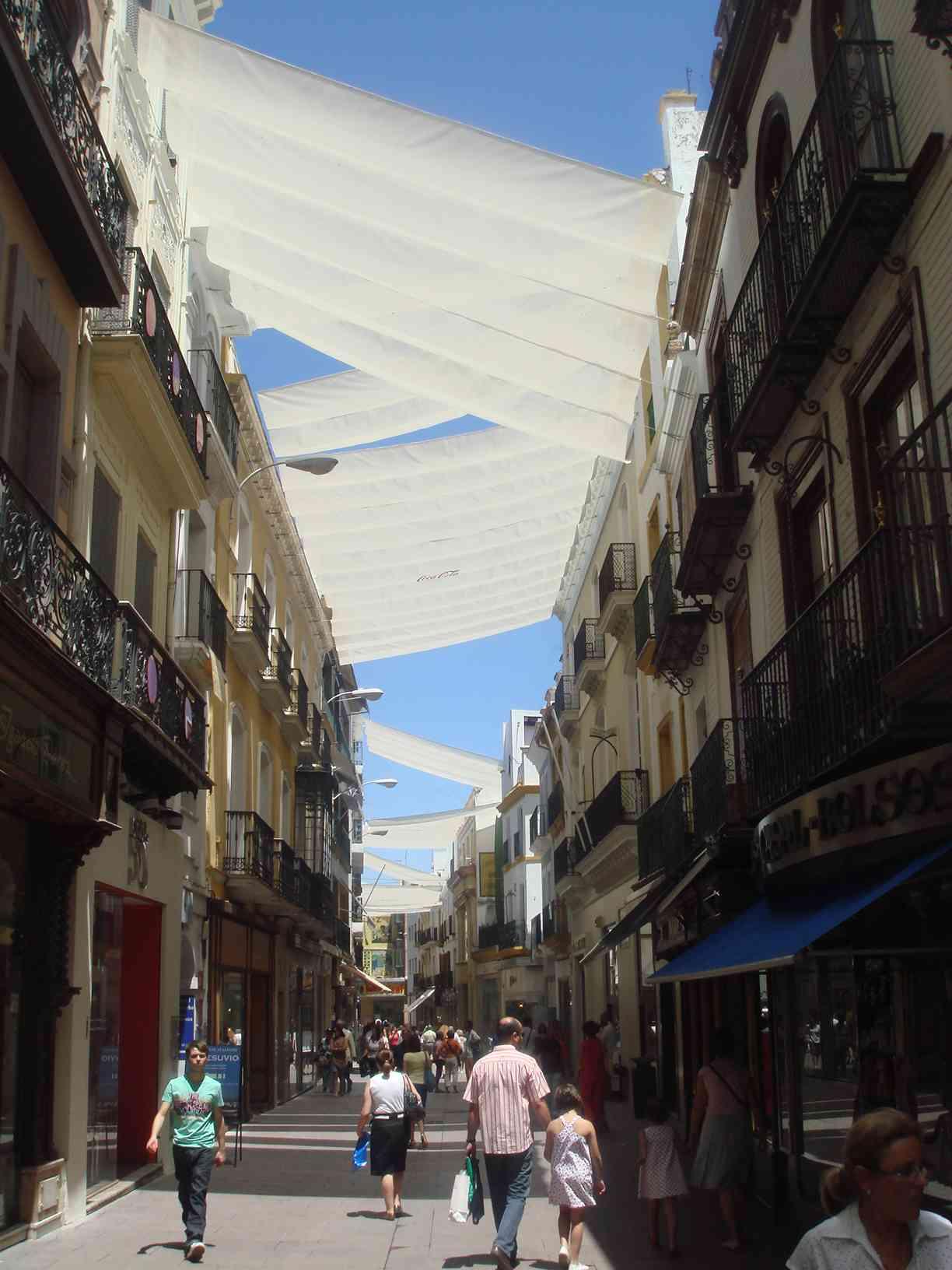 File calle sierpes de sevilla wikimedia commons - Calle correduria sevilla ...