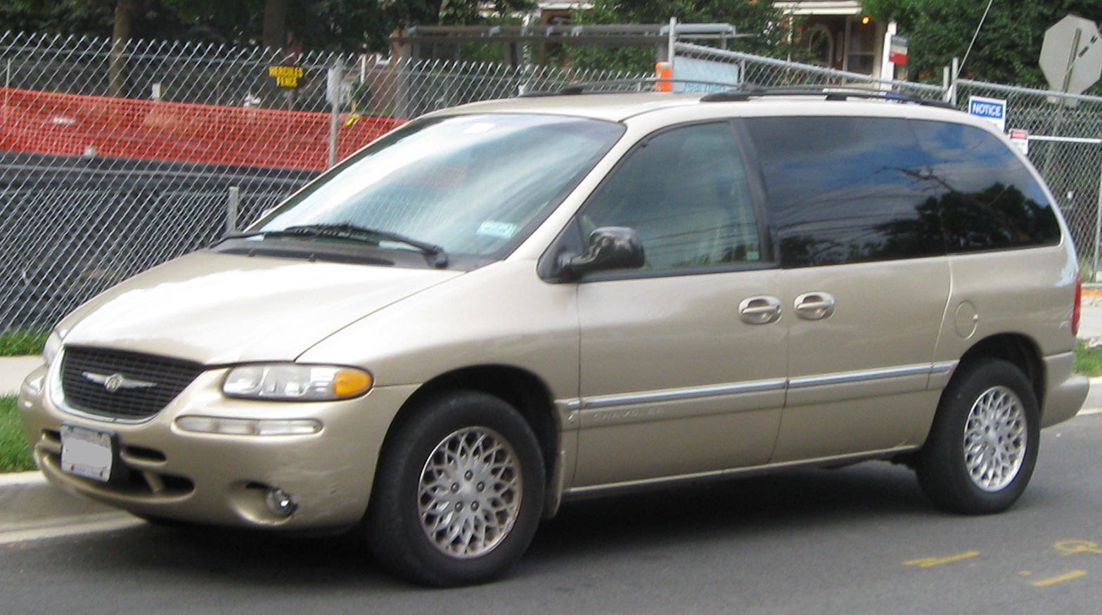 file chrysler town and country swb 07 09 wikimedia. Cars Review. Best American Auto & Cars Review
