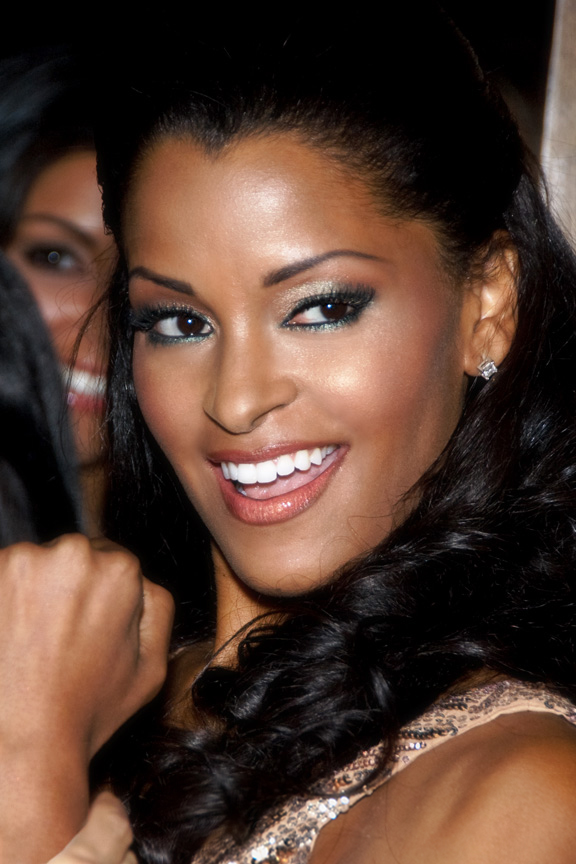 The 45-year old daughter of father (?) and mother(?) Claudia Jordan in 2018 photo. Claudia Jordan earned a  million dollar salary - leaving the net worth at 0.5 million in 2018