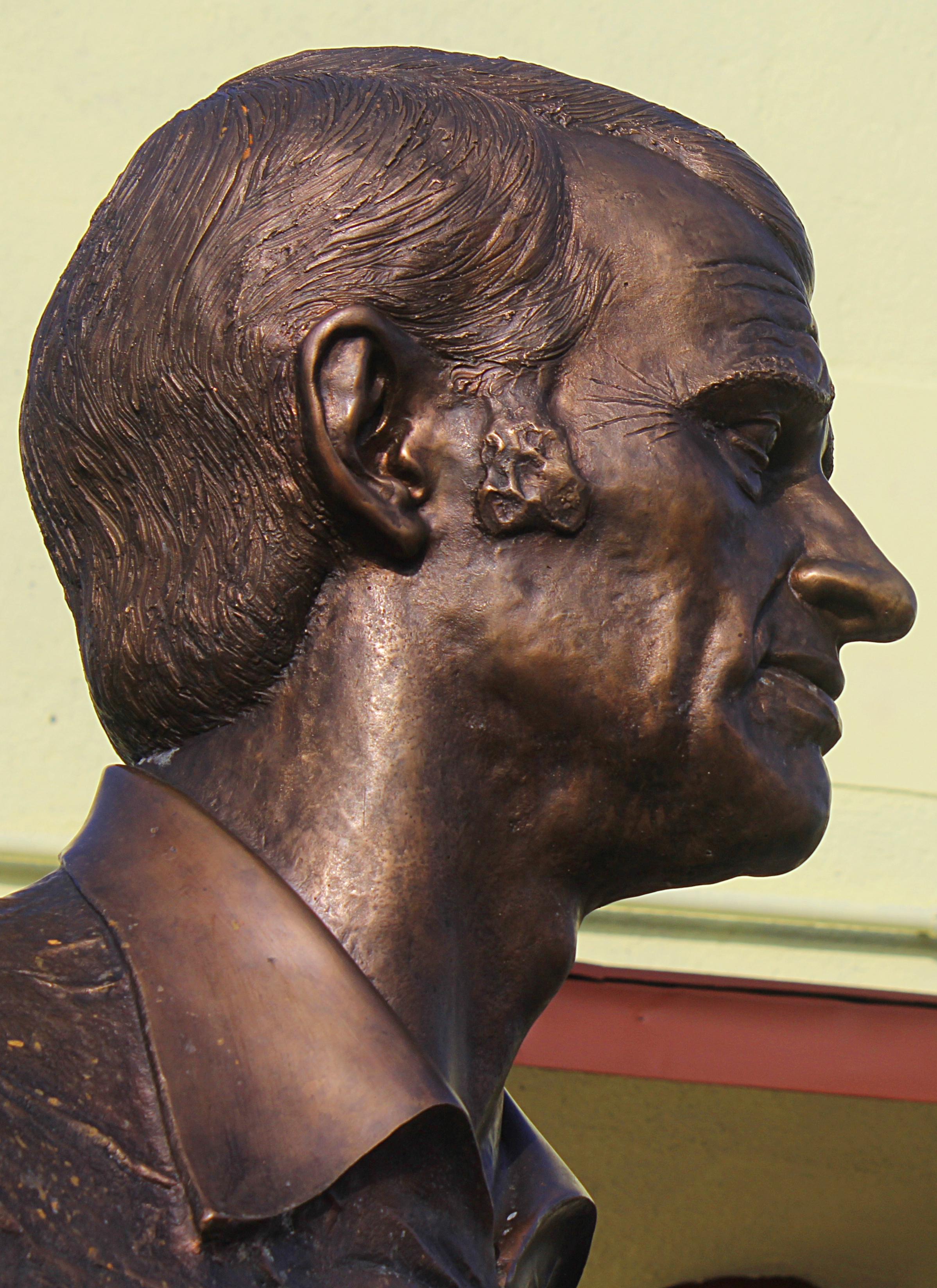 Bust of Zoltan Huszarik, [[Domony]]