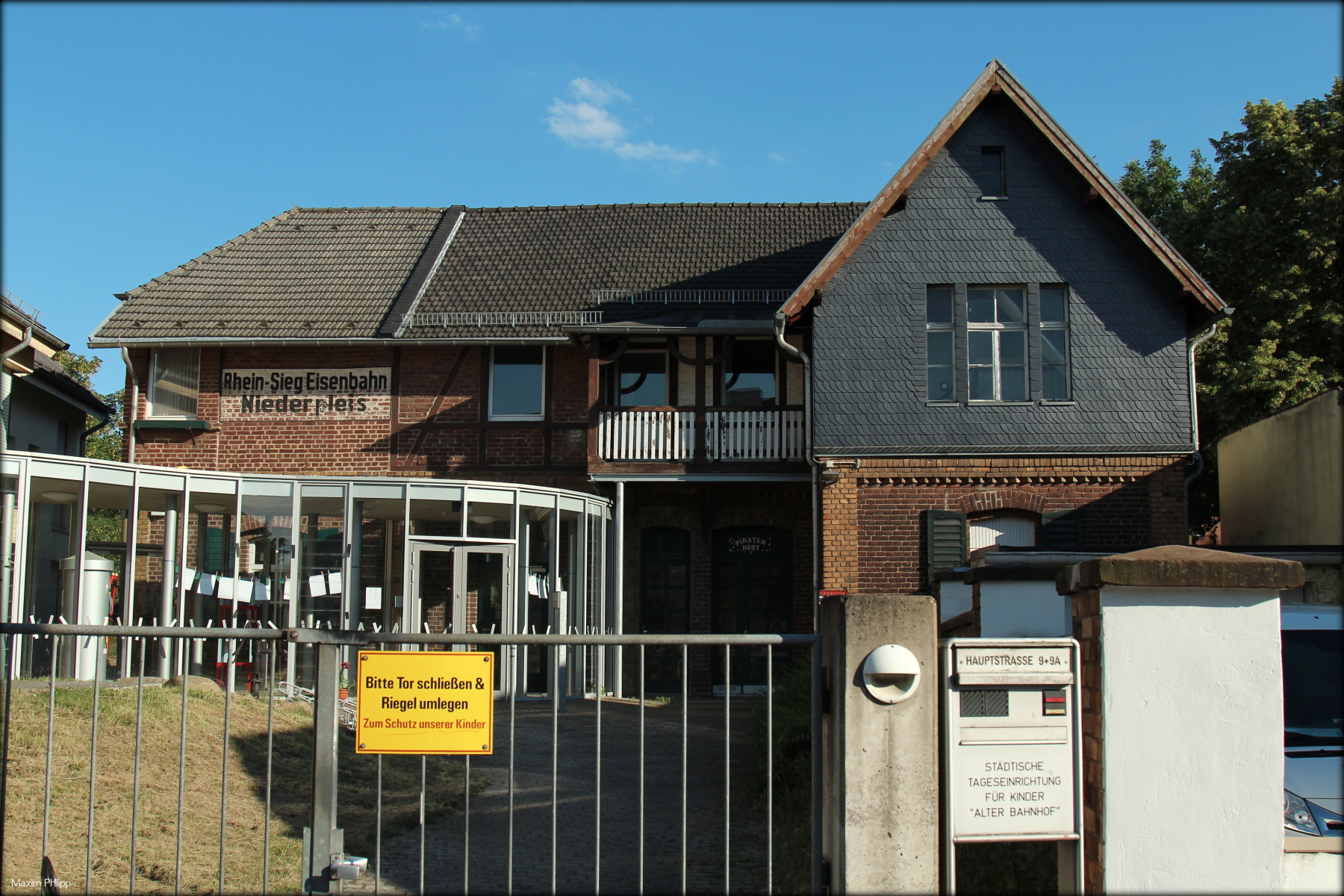 File Ehemaliger Bahnhof Niederpleis Heutige Nutzung Als Kindertagesstätte Jpg