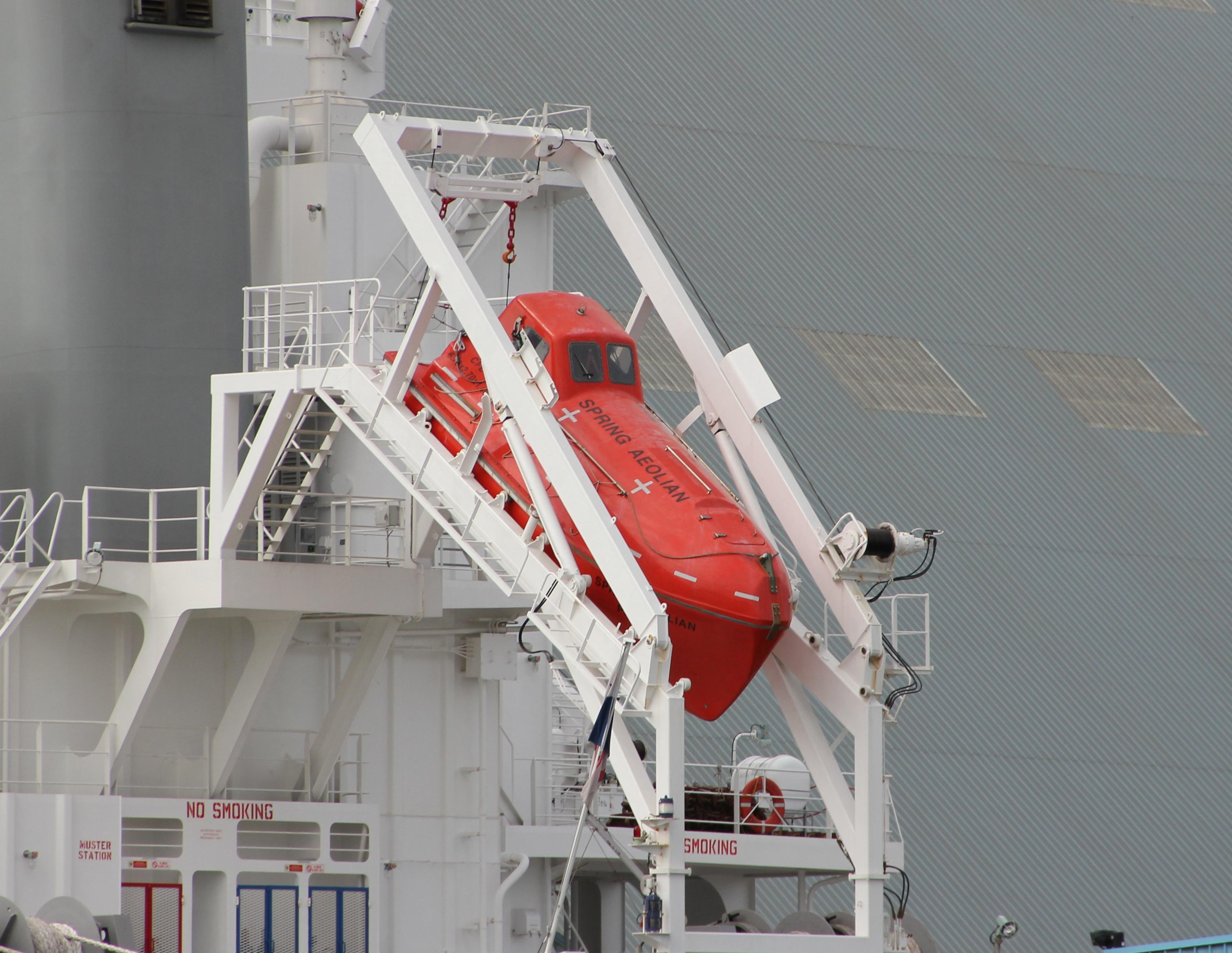 Freefall_lifeboat.JPG