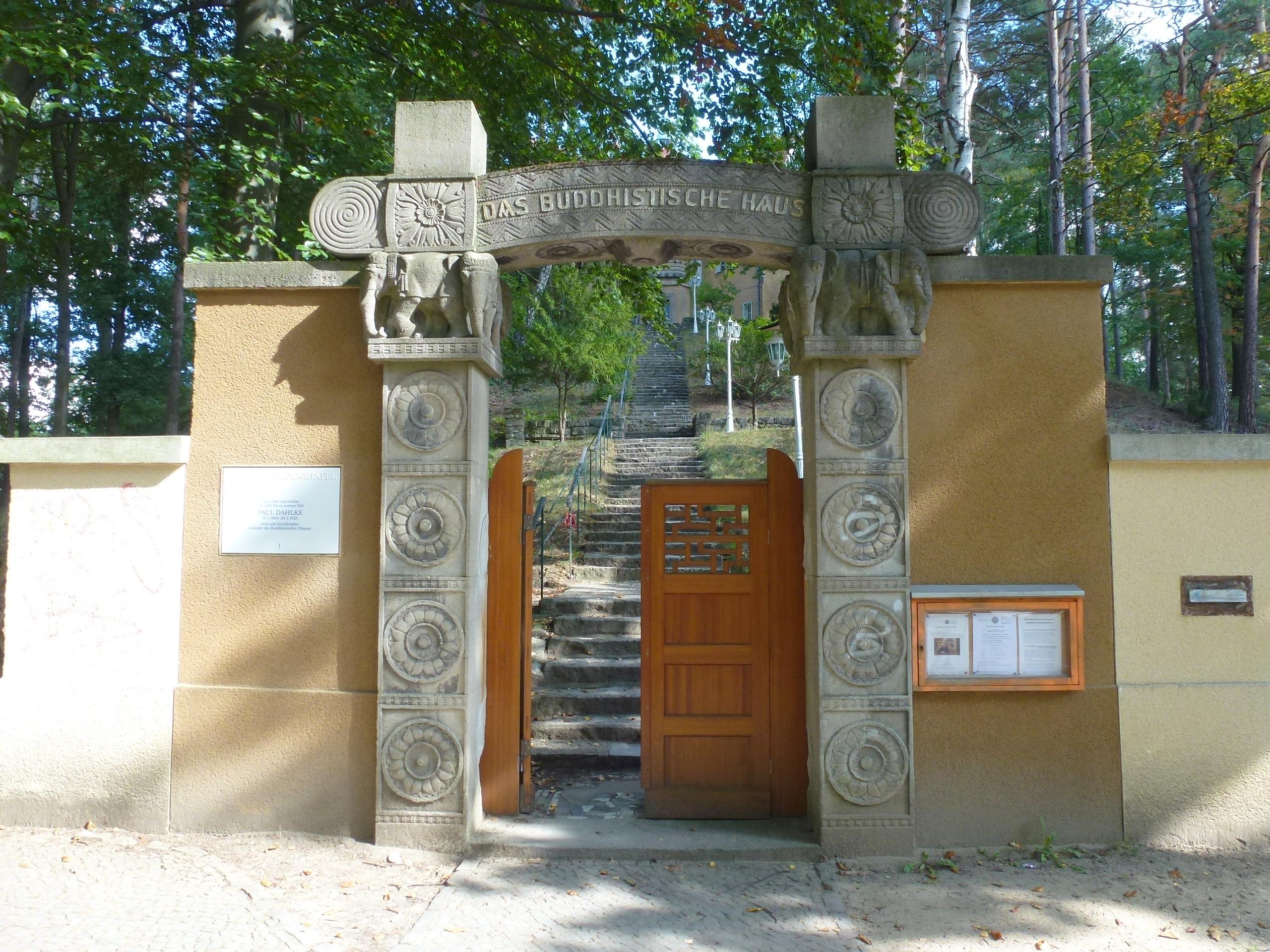 Datei:Frohnau Edelhofdamm Das Buddhistische Haus.JPG