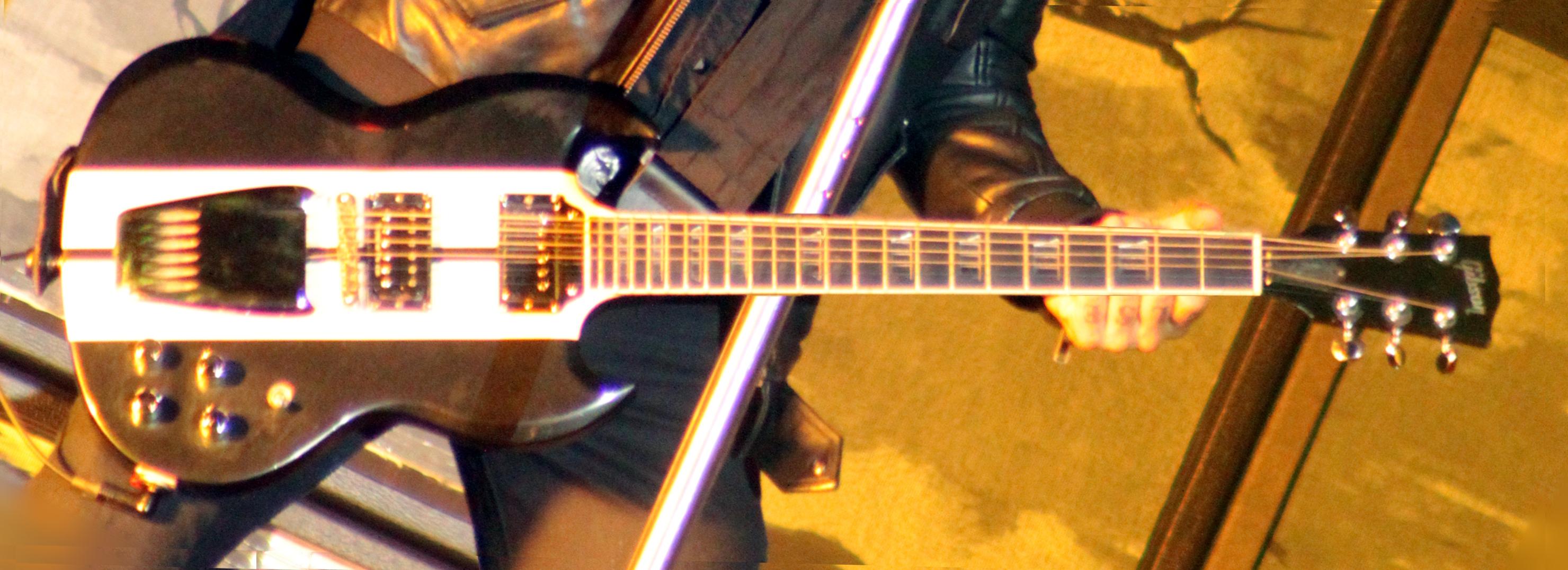 File:Gibson SG GT (W0948-Hellfest2013 Volbeat MichaelPoulsen 72013