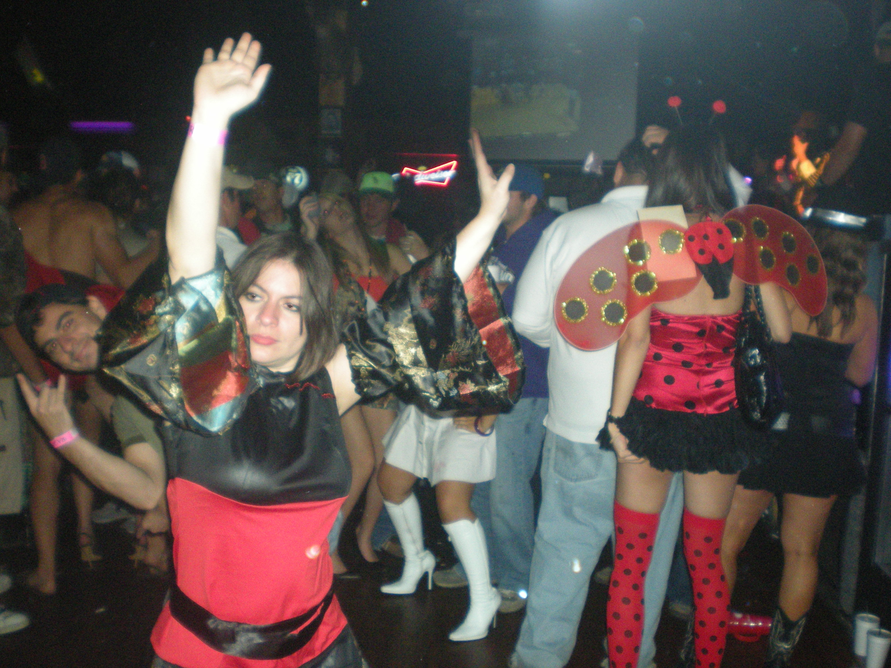 swinger-halloween-party-photo-teen-girls-lesbians