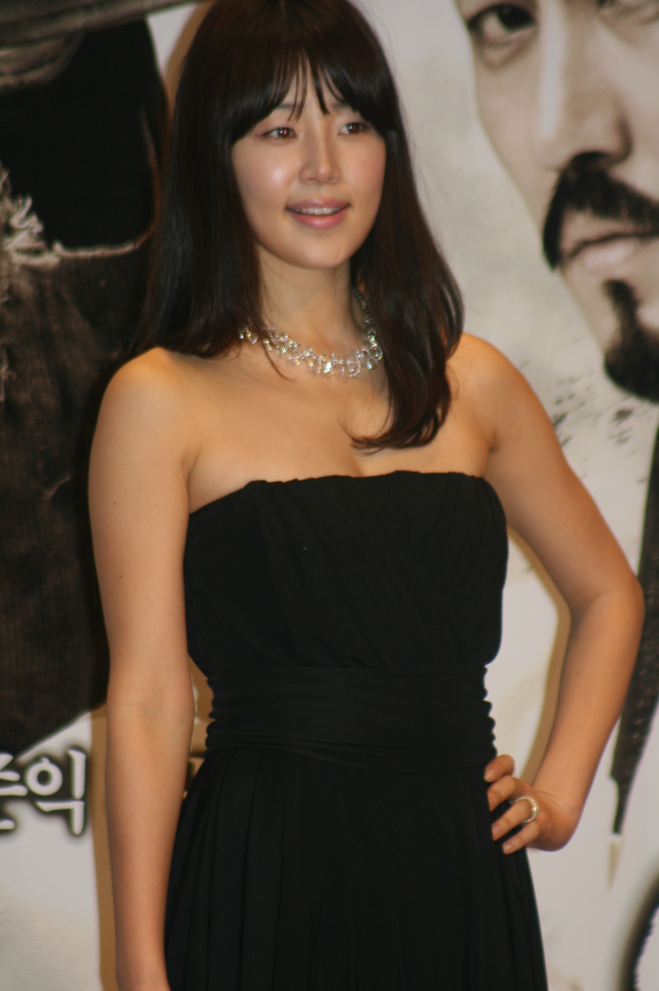 File:Han Ji-hye on March 23, 2010 (2).jpg - Wikimedia Commons