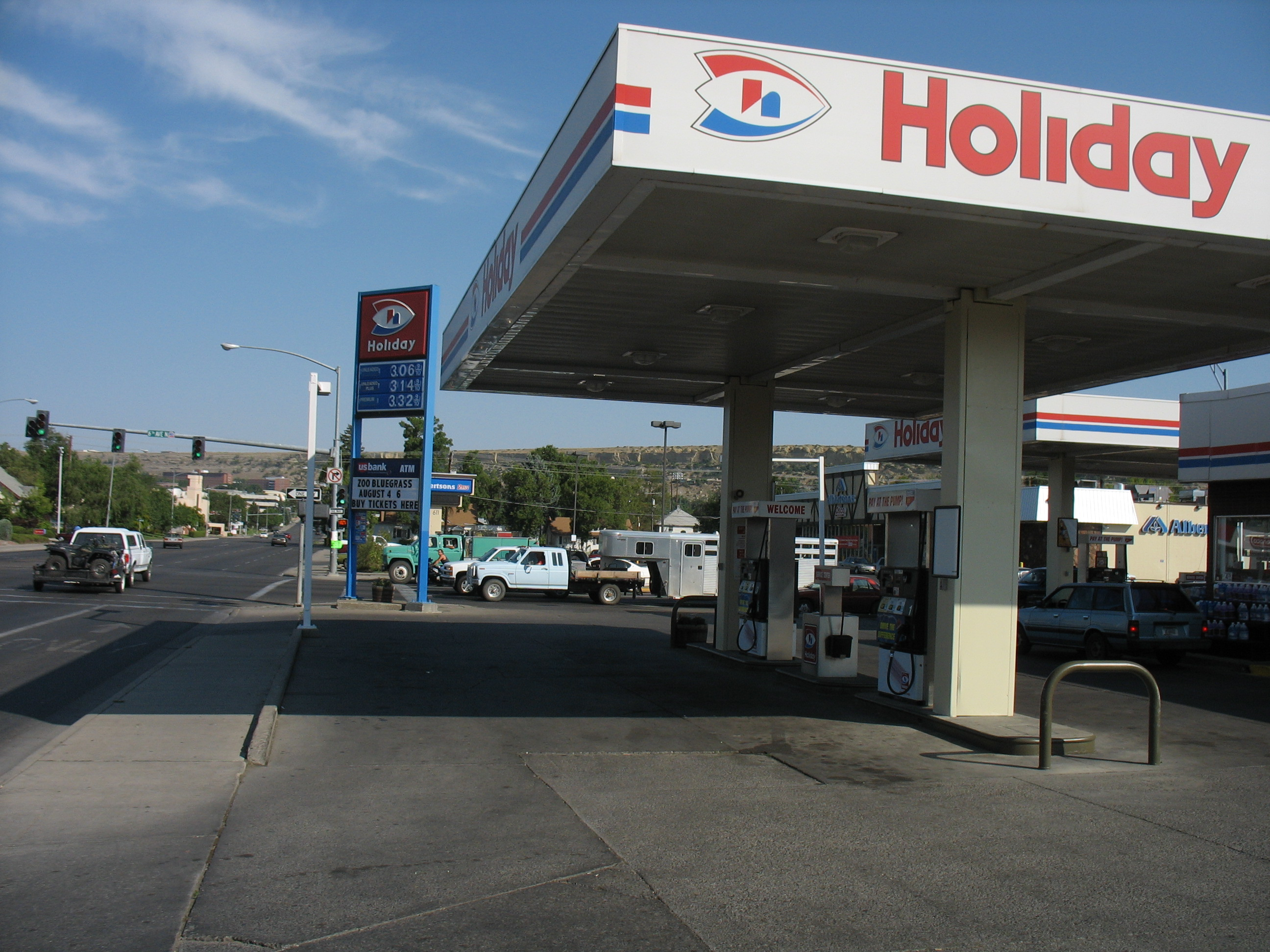 Gas Stations Around Me >> File Holiday Gas Station Billings Mt Jpg Wikimedia Commons