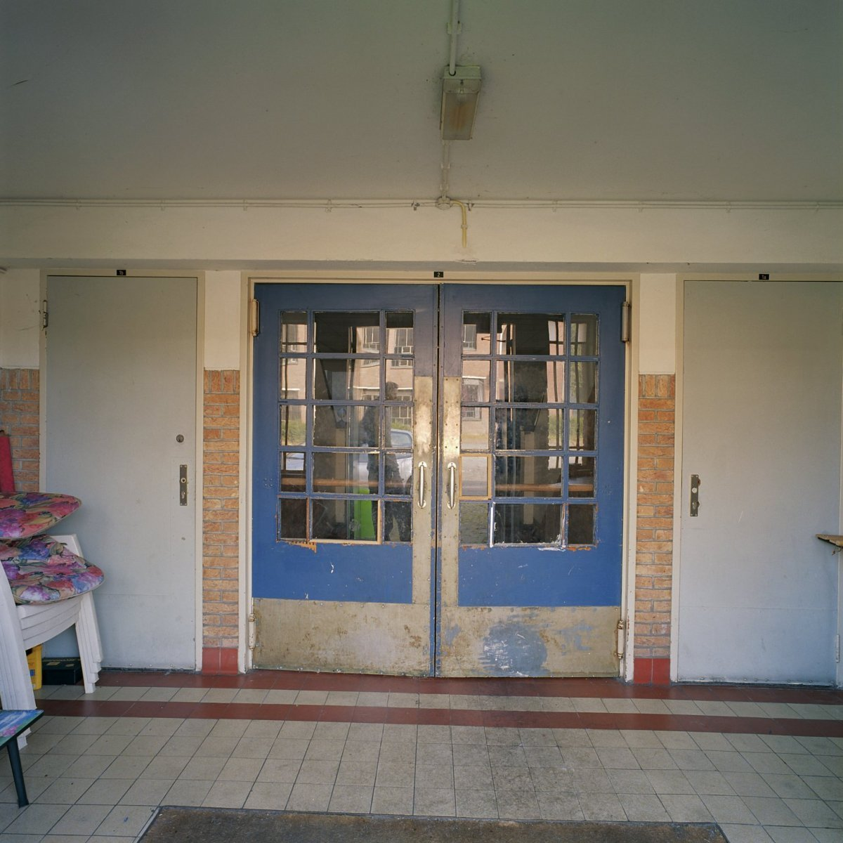 File interieur 1e gebouw rechts klapdeuren eindhoven for Interieur eindhoven