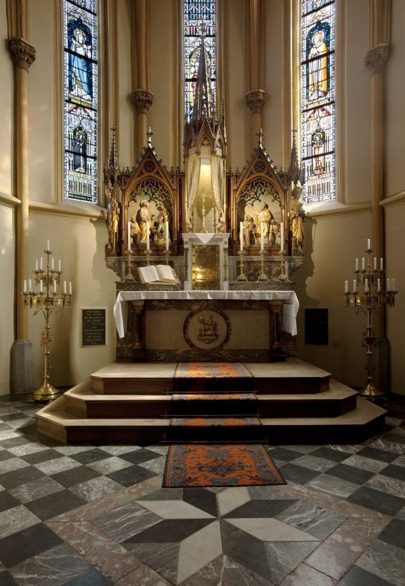 Bestand interieur overzicht van het hoogaltaar - Makers van het interieur ...