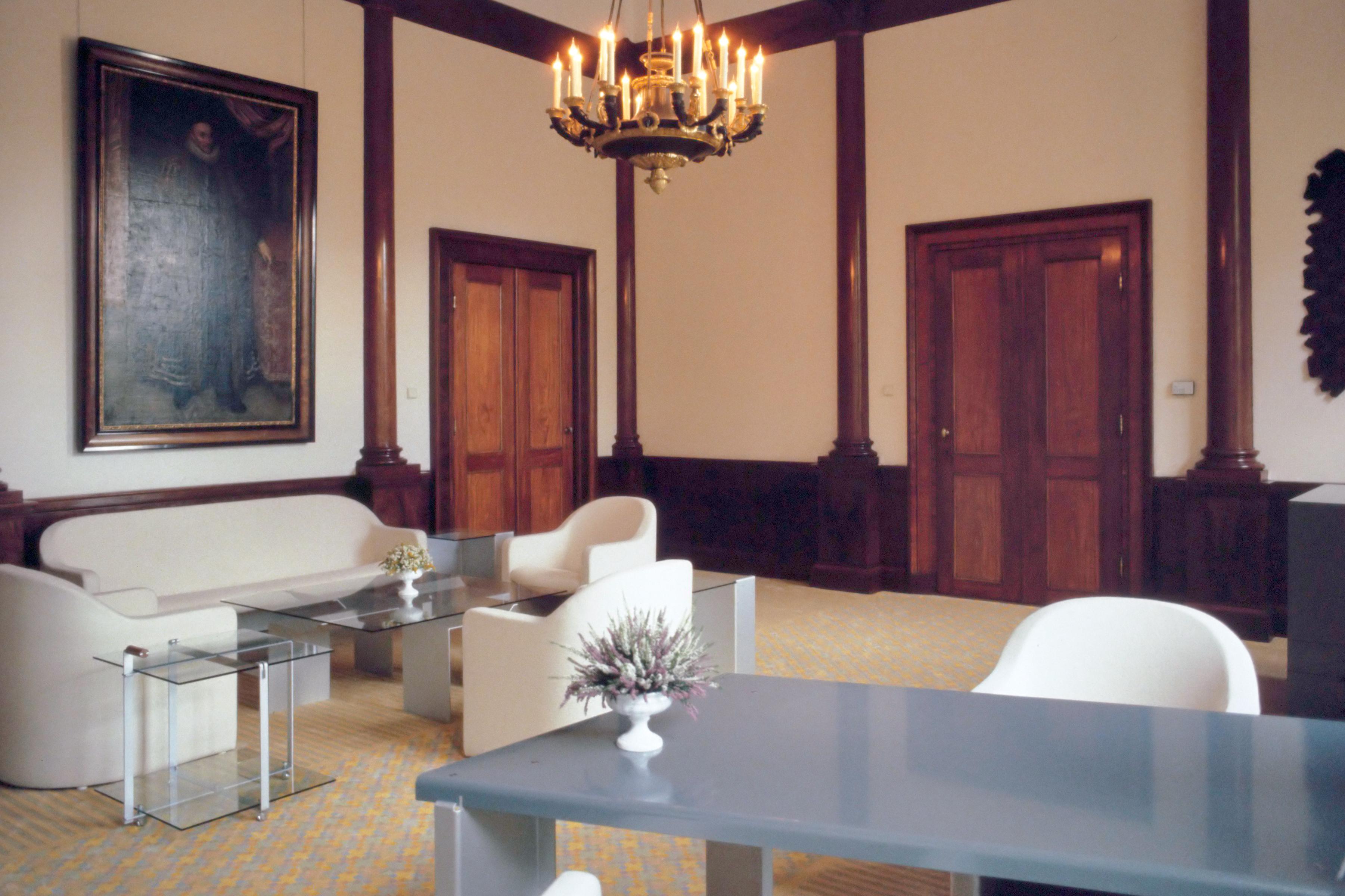 File:Interieur Paleis Noordeinde - de werkkamer van de Koningin ...