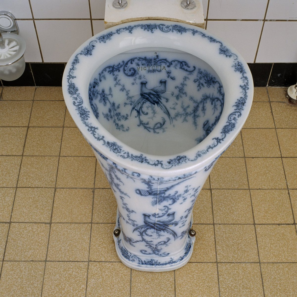 File interieur villa toiletpot in delfts blauw asten for Interieur villa