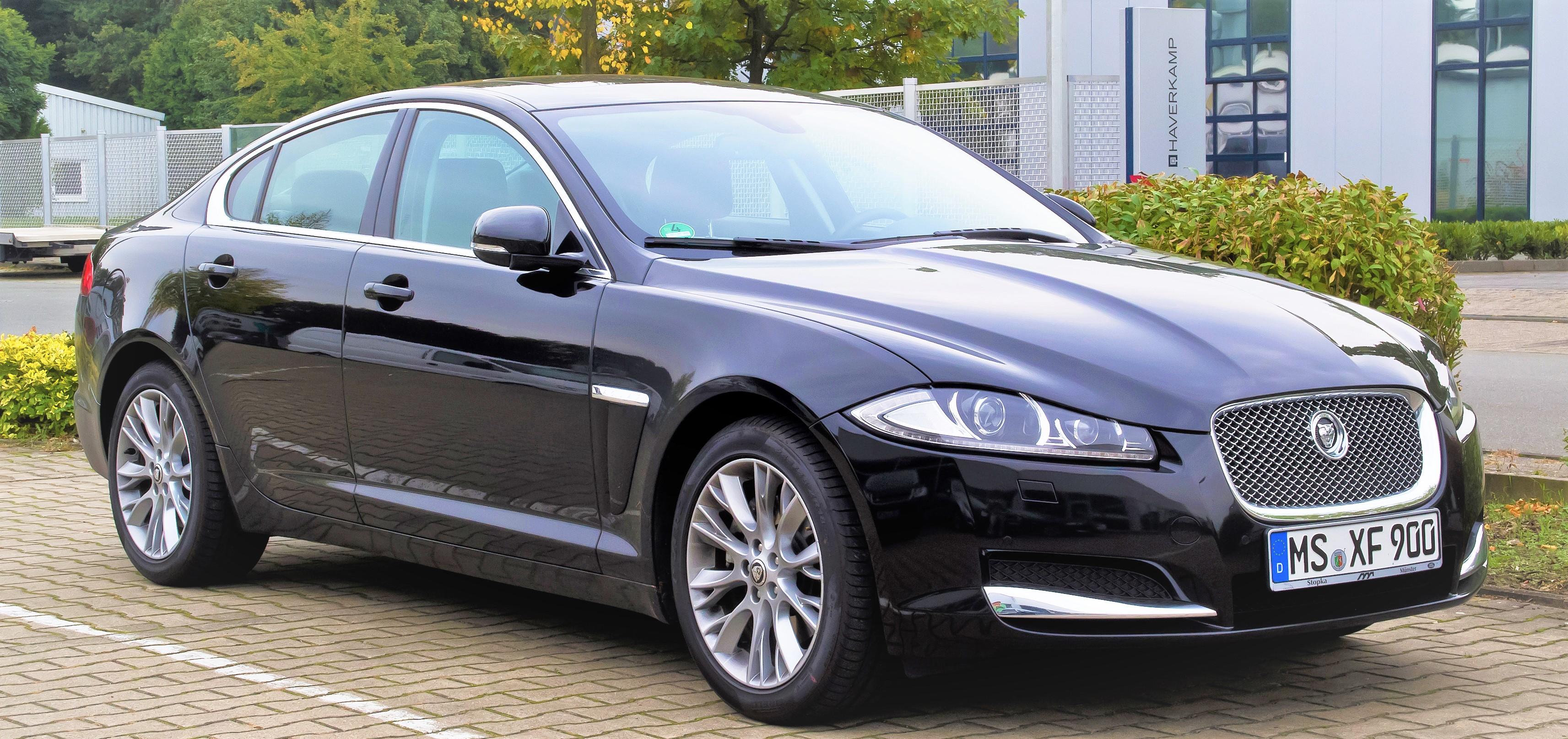 Jaguar_XF_2.2_D_(Facelift)_%E2%80%93_Frontansicht,_5._Oktober_2013,_M%C3%BCnster.jpg