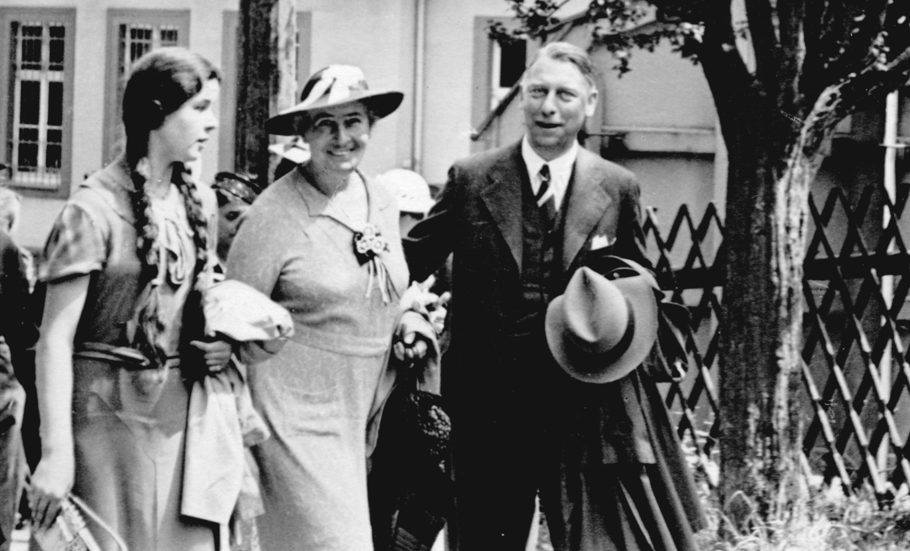 Johan Steenberg with wife and Niece , 1937