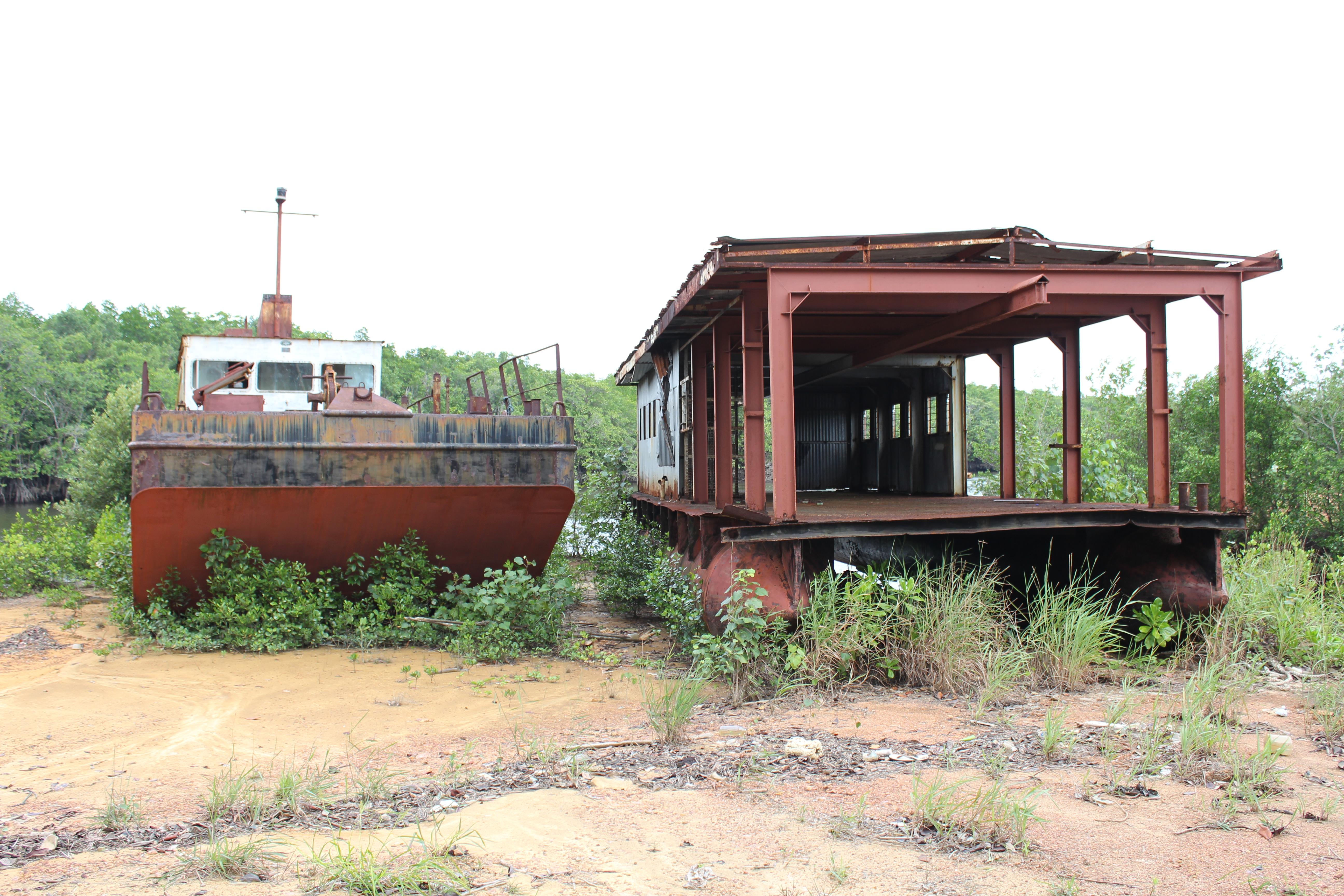 File:Kapal Bekas - panoramio.jpg