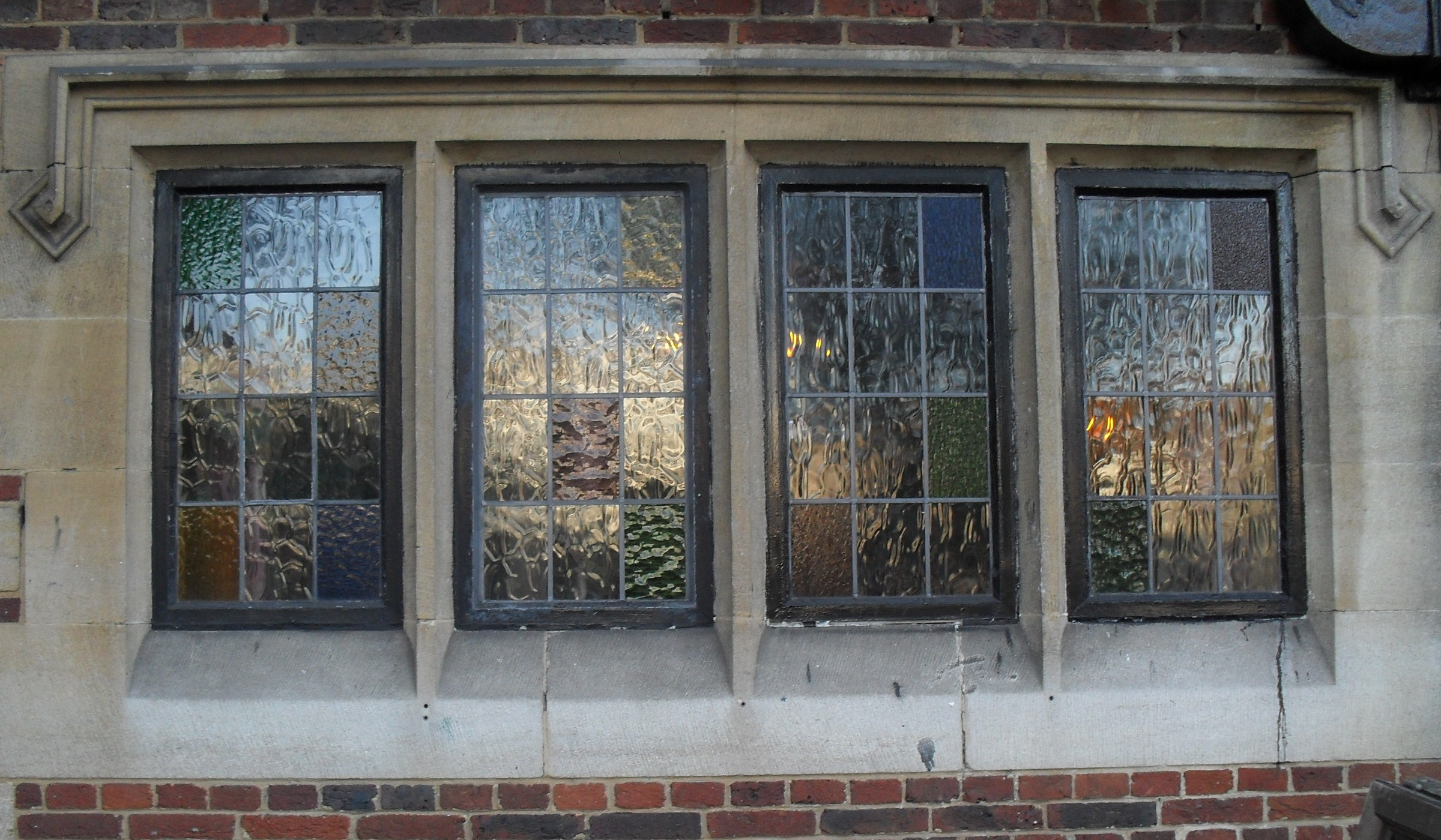 File King And Queen 14 16 Marlborough Place Brighton Decorative Windows Jpg Wikimedia Commons
