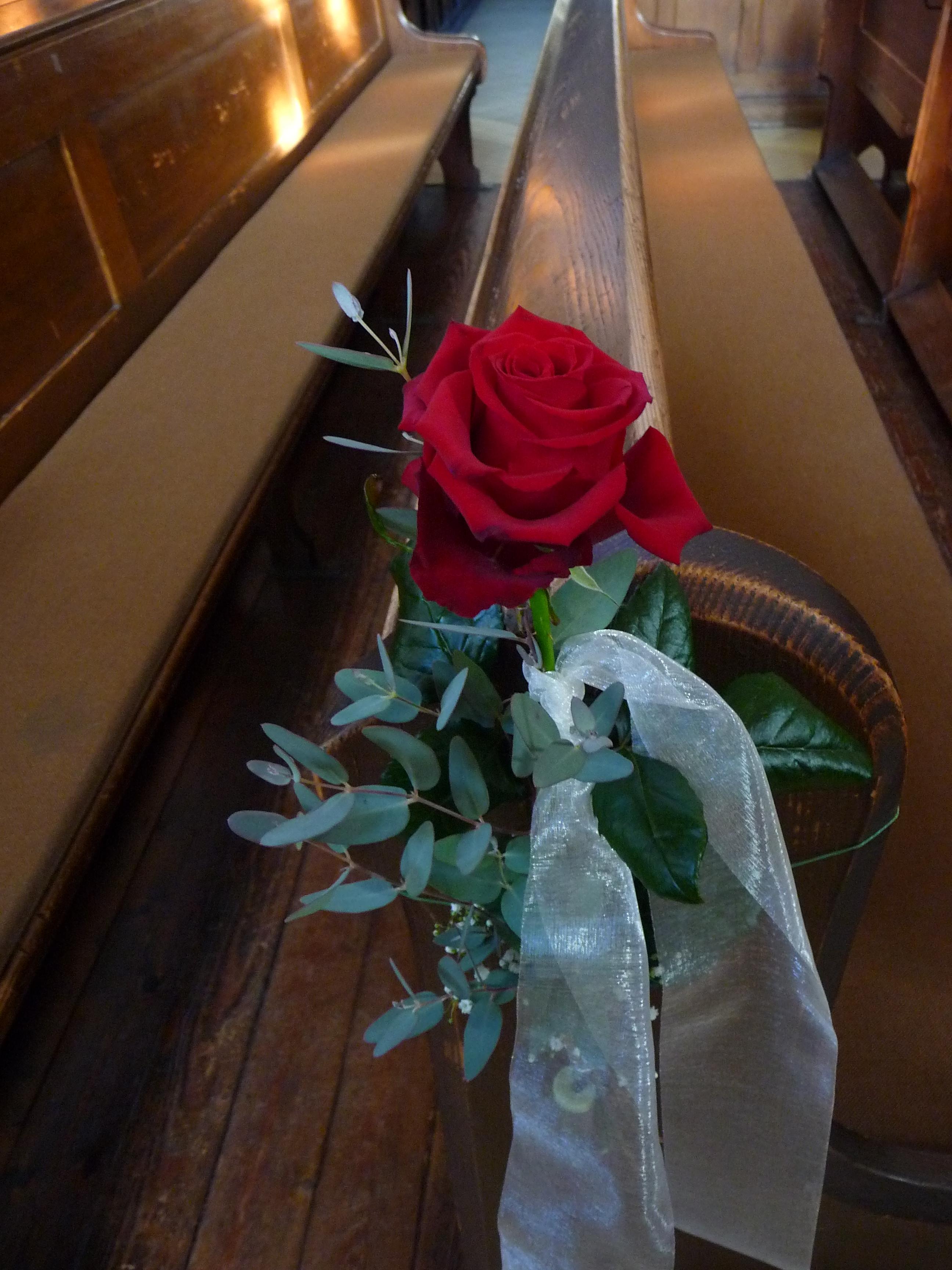File:Kirchenschmuck Hochzeit.JPG - Wikimedia Commons
