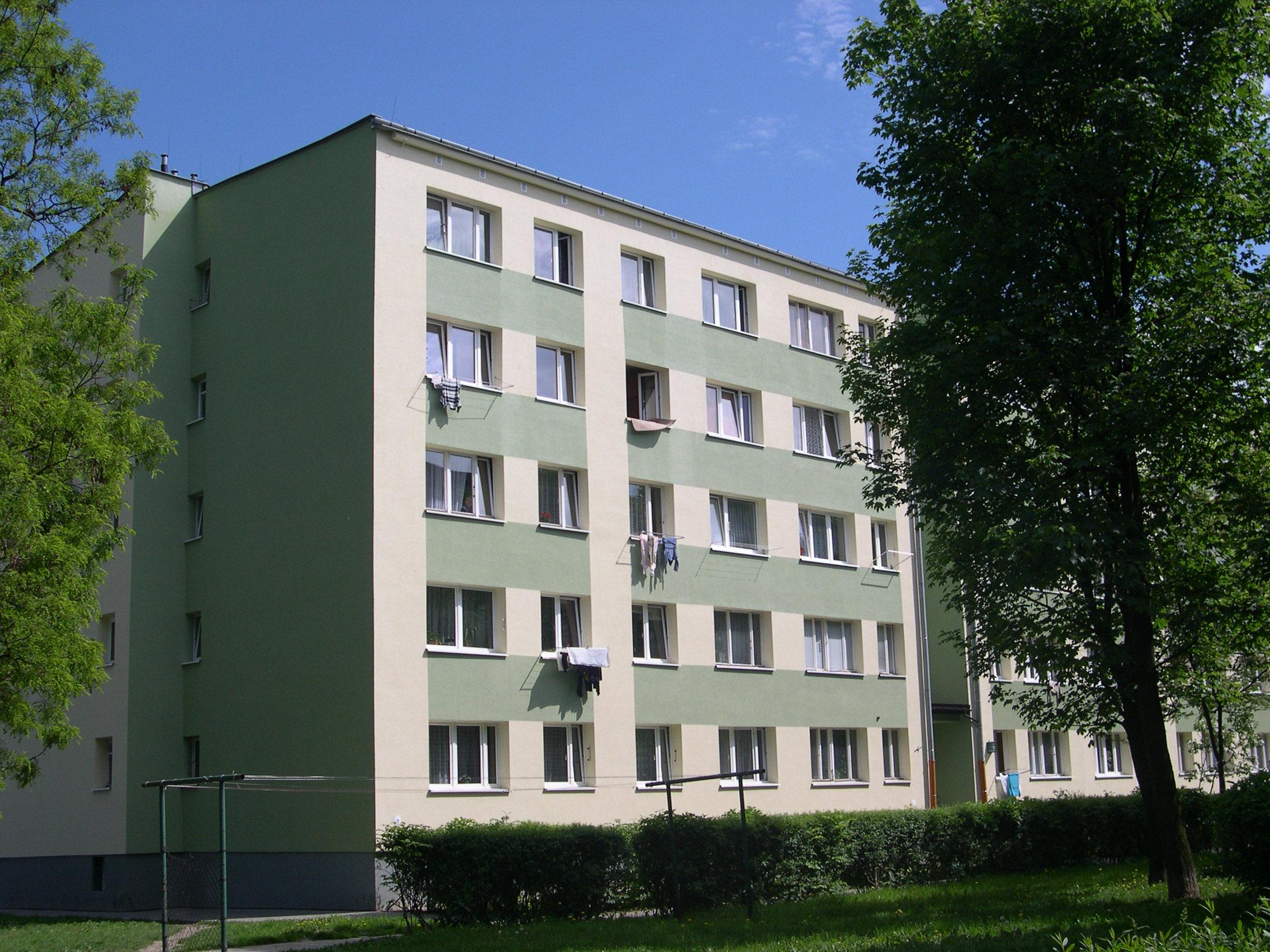 http://upload.wikimedia.org/wikipedia/commons/b/ba/Krakow-Azory_blok.jpg