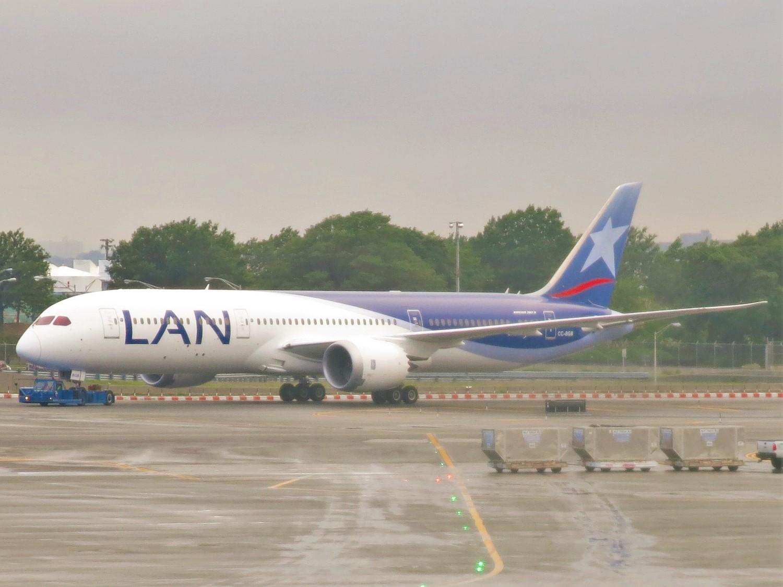 File:LAN Airlines Boeing 787-9 Dreamliner CC-BGB.jpg