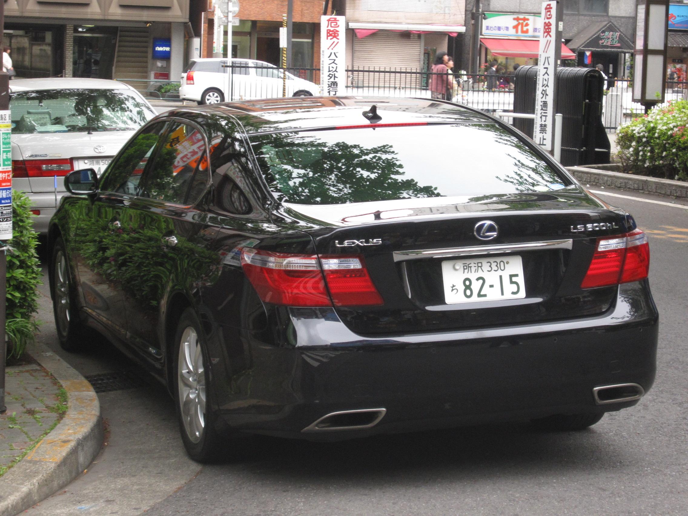 https://upload.wikimedia.org/wikipedia/commons/b/ba/Lexus-LS_600h_L_JDM_aft_view.jpg