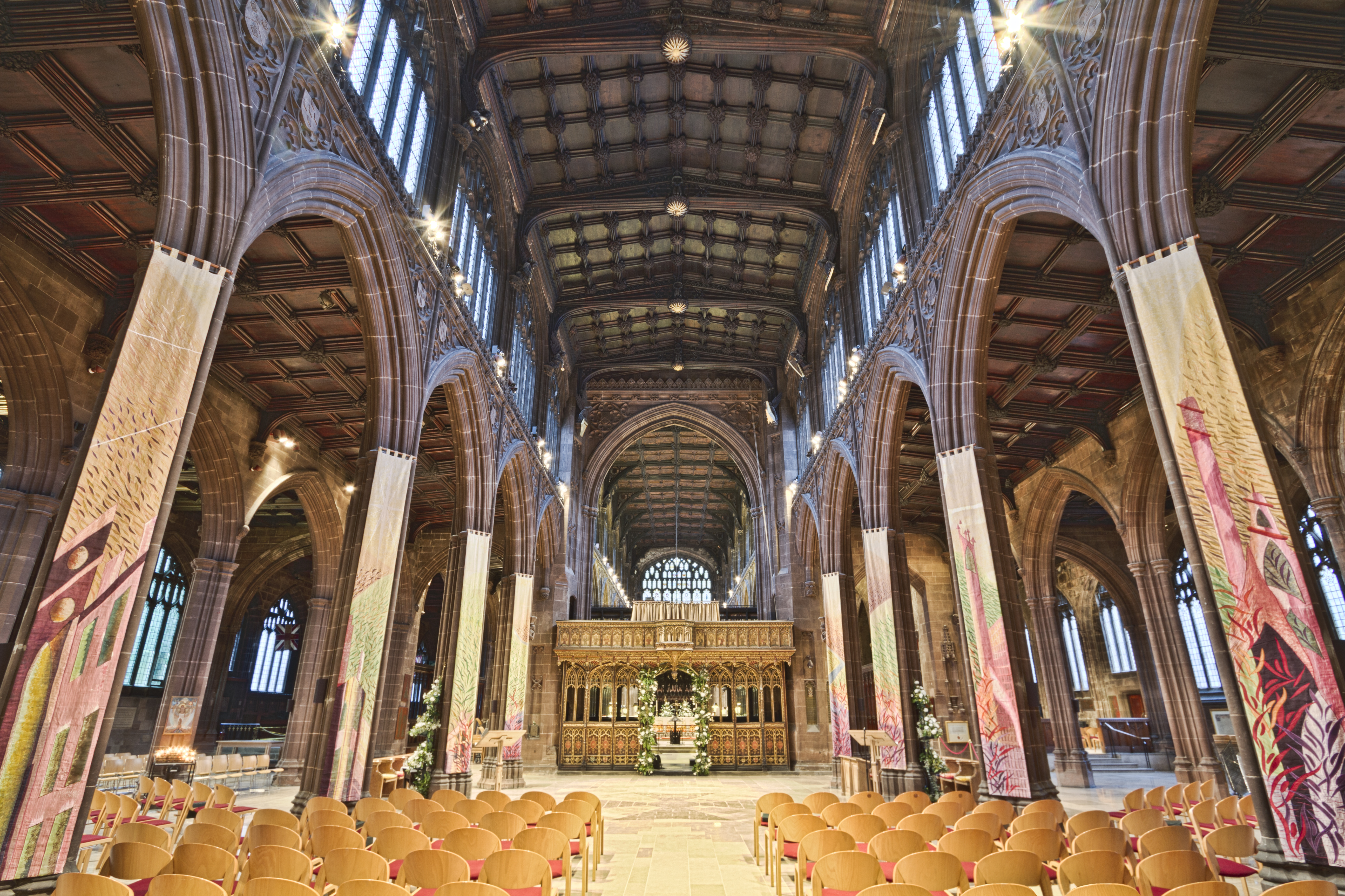 Manchester Cathedral (12645032543).jpg