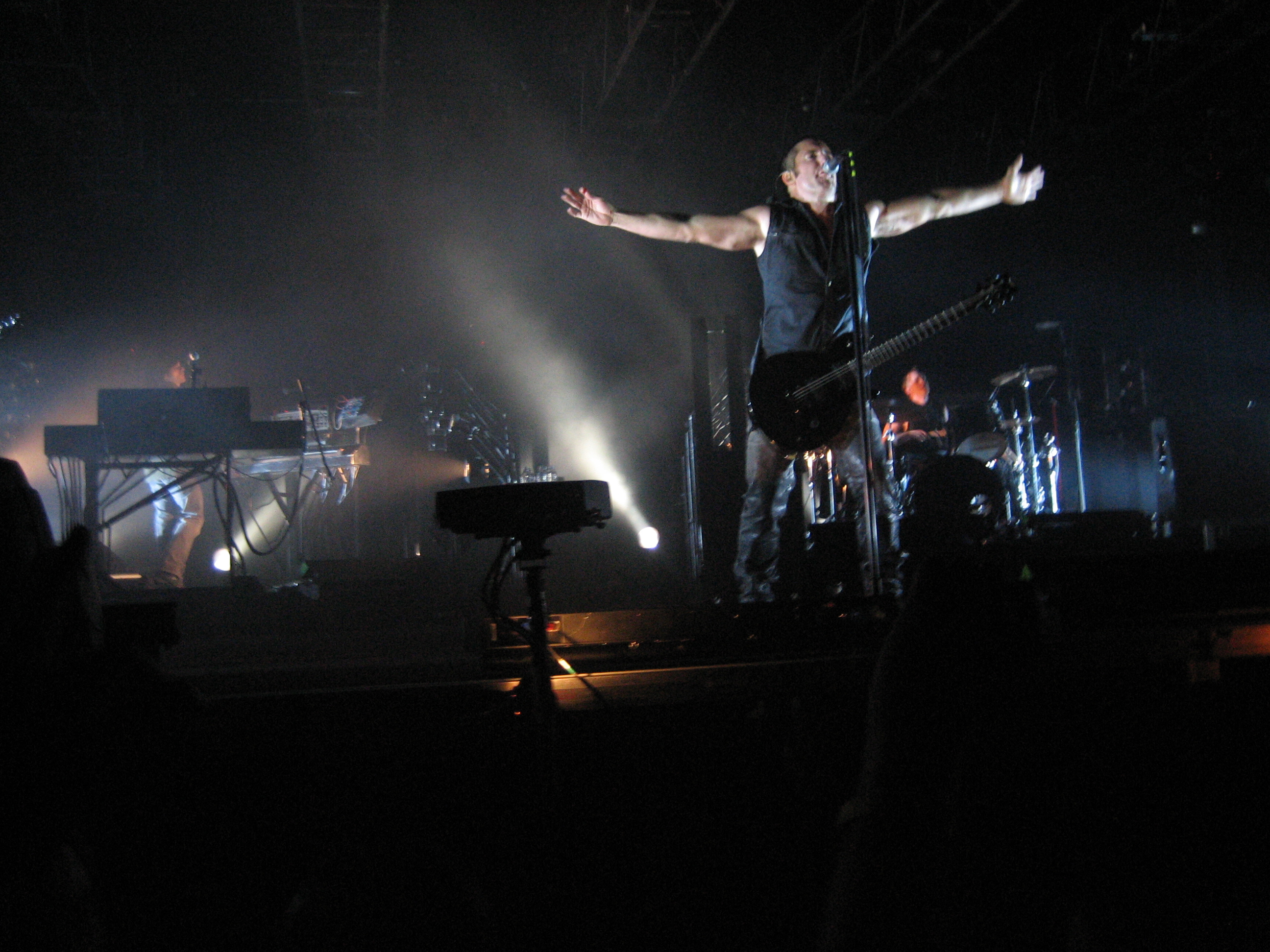 File:Nine Inch Nails Moline 10.jpg - Wikimedia Commons