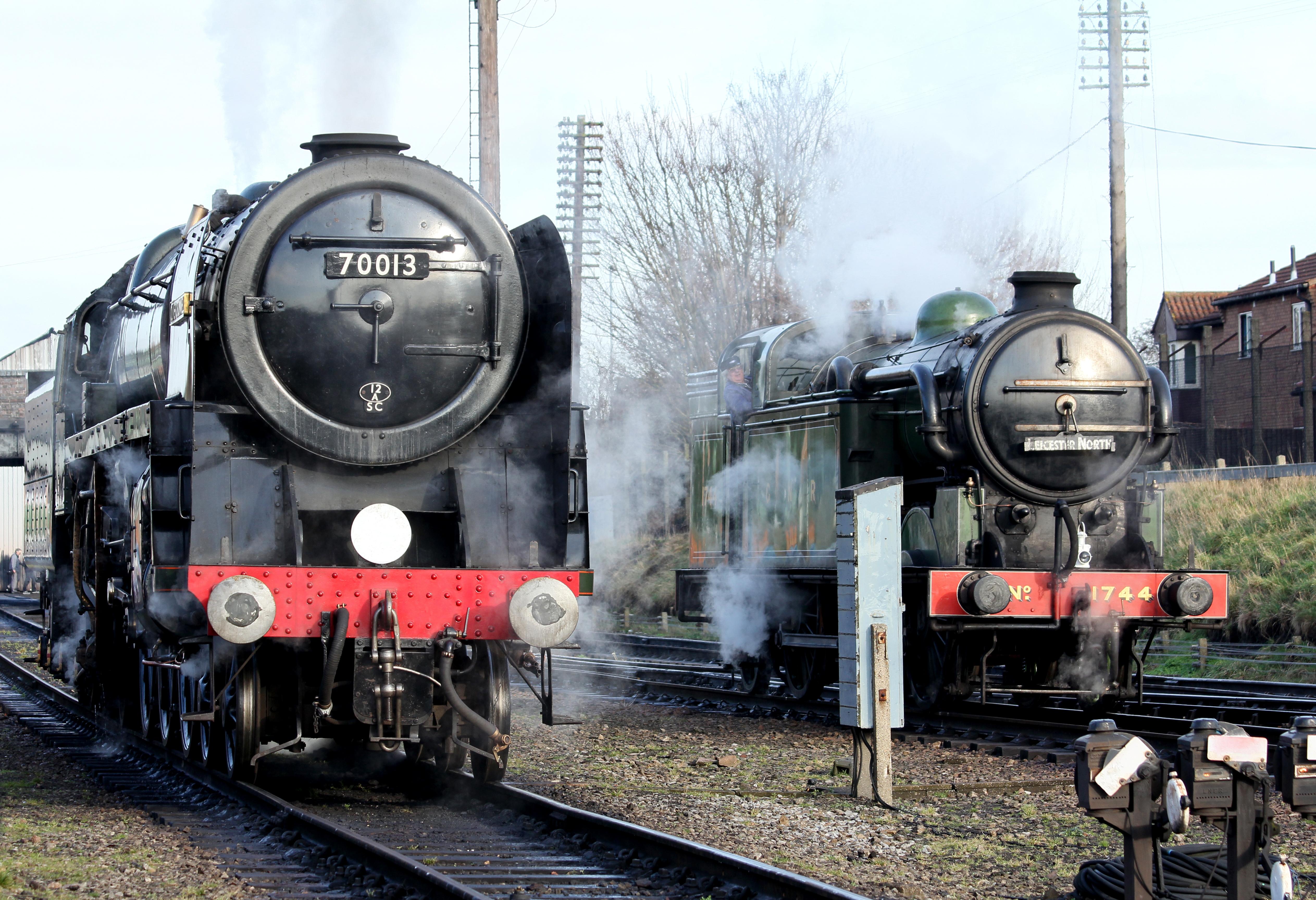 File:No.70013 Oliver Cromwell Britannia Class 7MT & no.1744 (BR