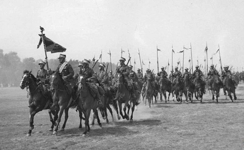 Πολωνικό ιππικό κατά τη διάρκεια παρέλασης