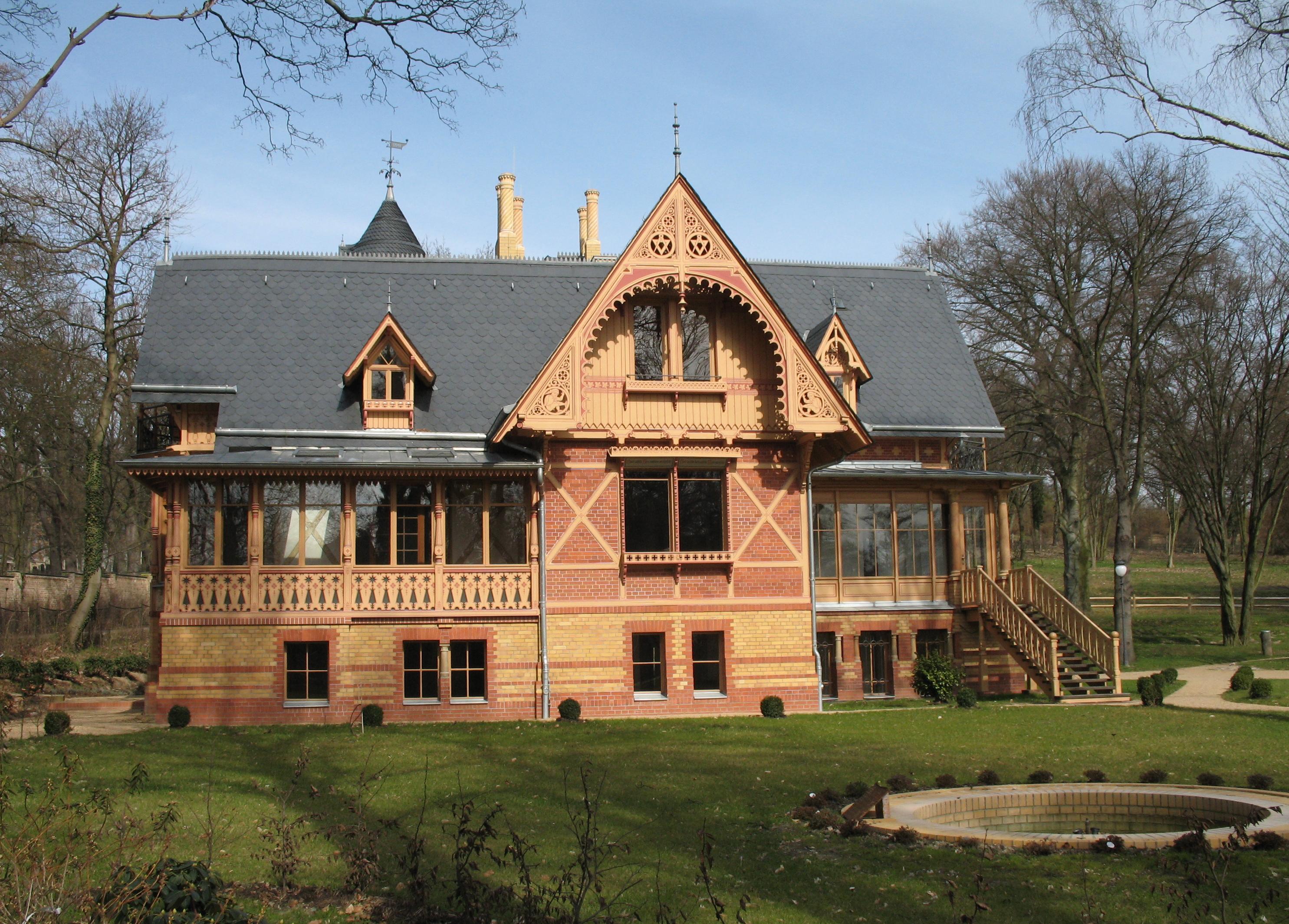 http://upload.wikimedia.org/wikipedia/commons/b/ba/Potsdam_Villa_Gericke.jpg