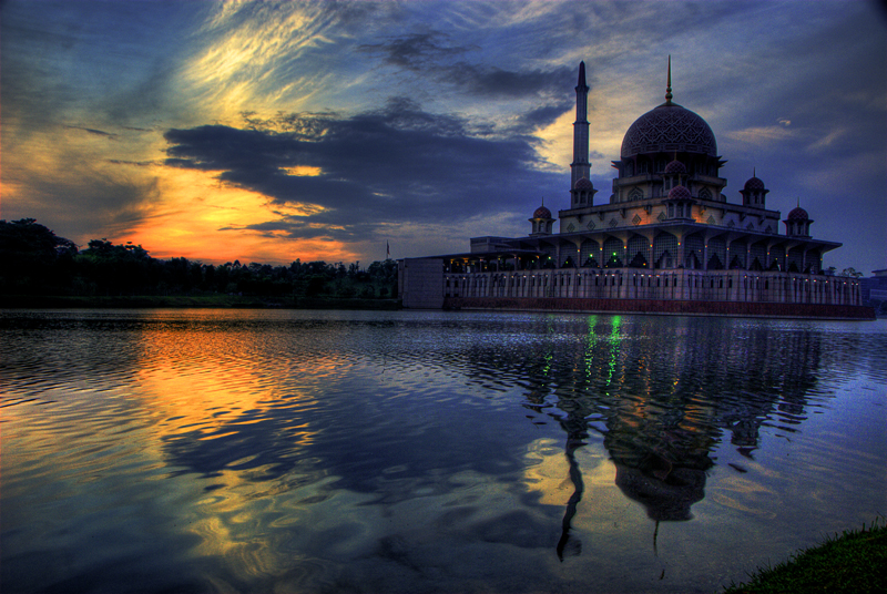 File:Putrajaya Mosque.JPG - Wikimedia Commons