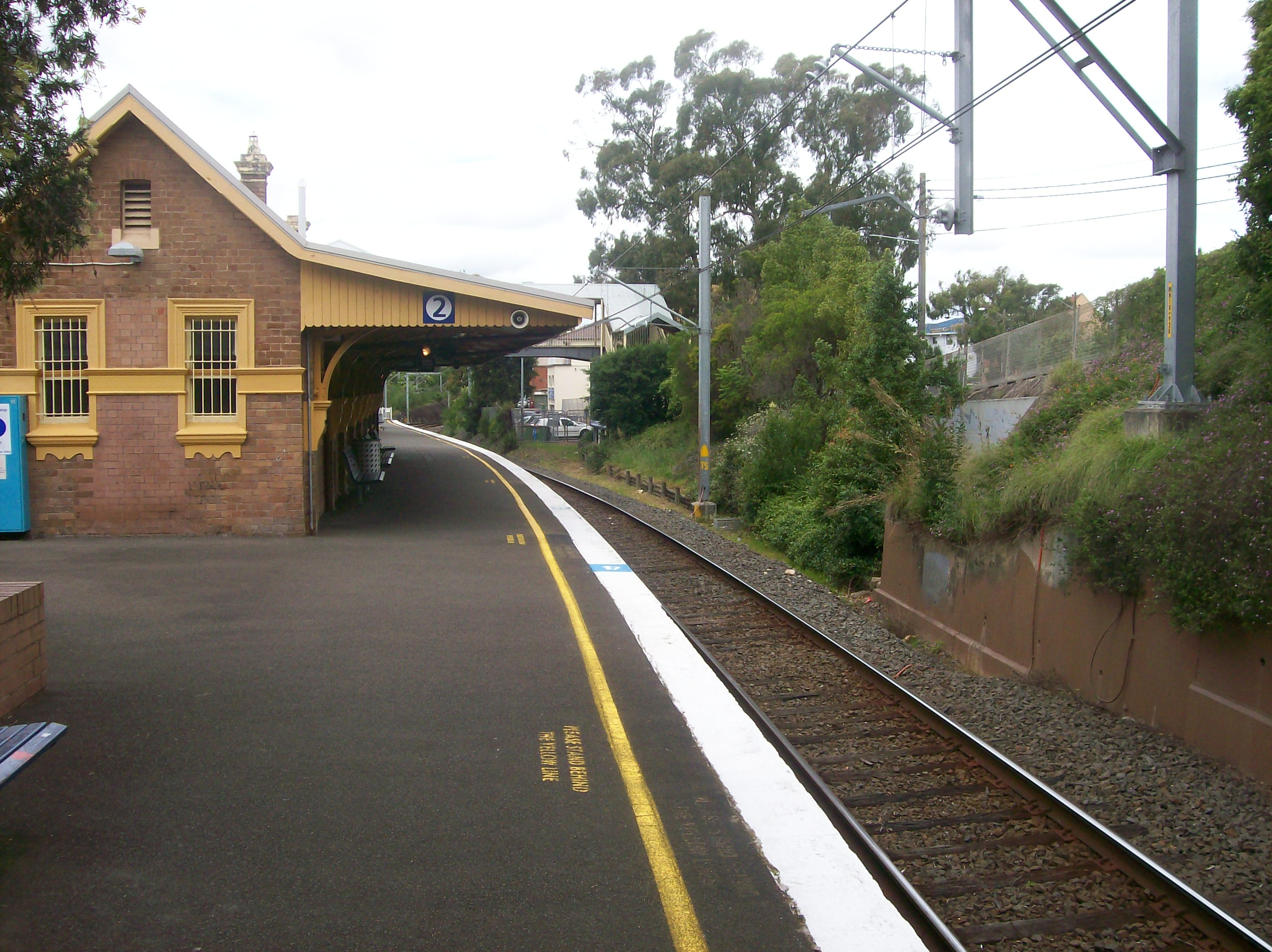 external image Pymble_railway_station_platform_2.jpg