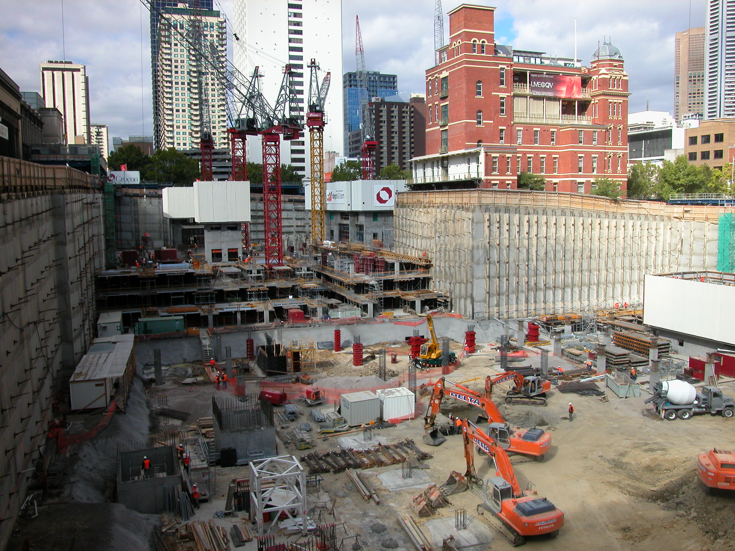 File qv building construction site melbourne march 2002 for House building website