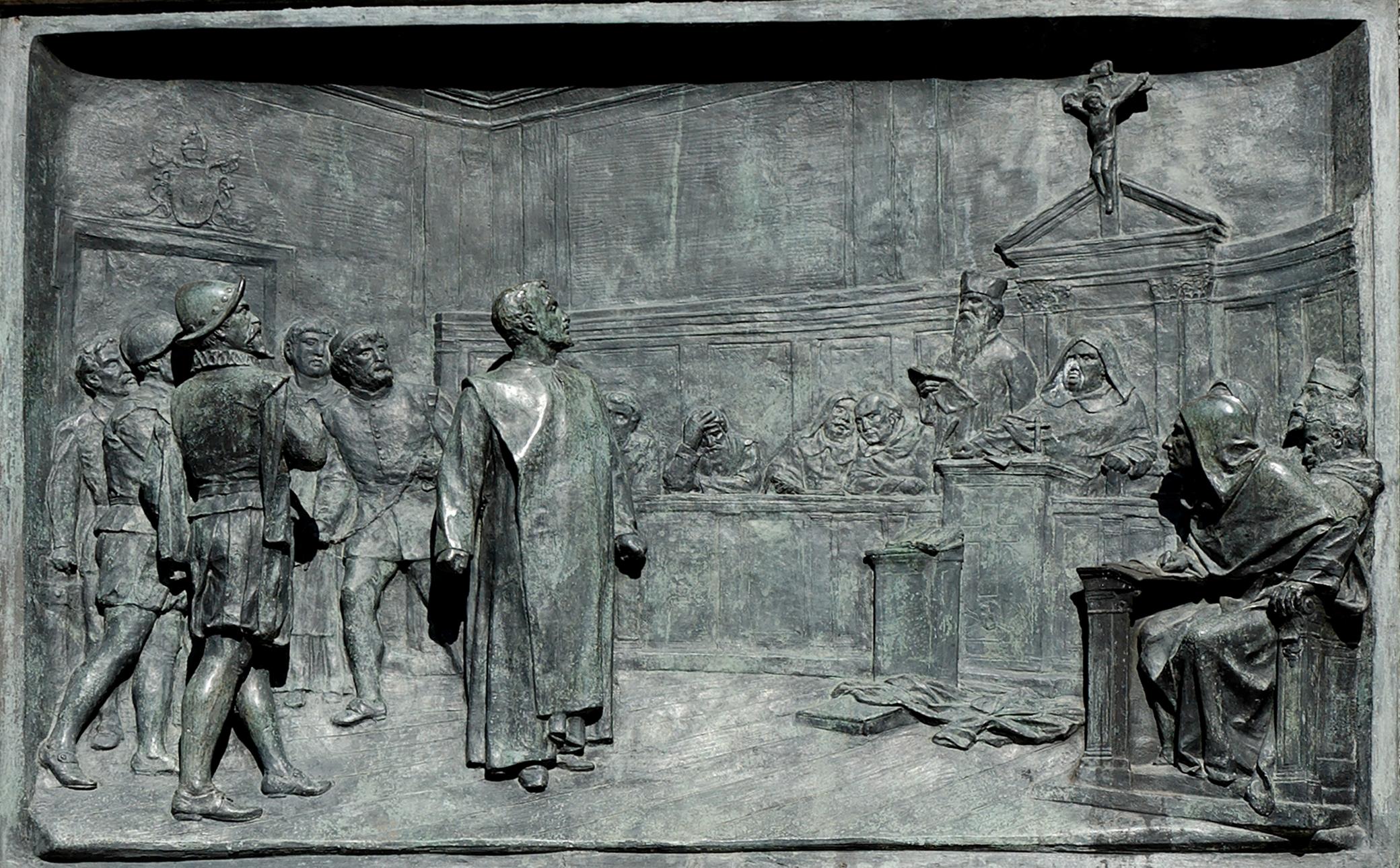 Il processo di Giordano Bruno, bassorilievo del basamento della statua in Campo de' Fiori dello scultore Ettore Ferrari