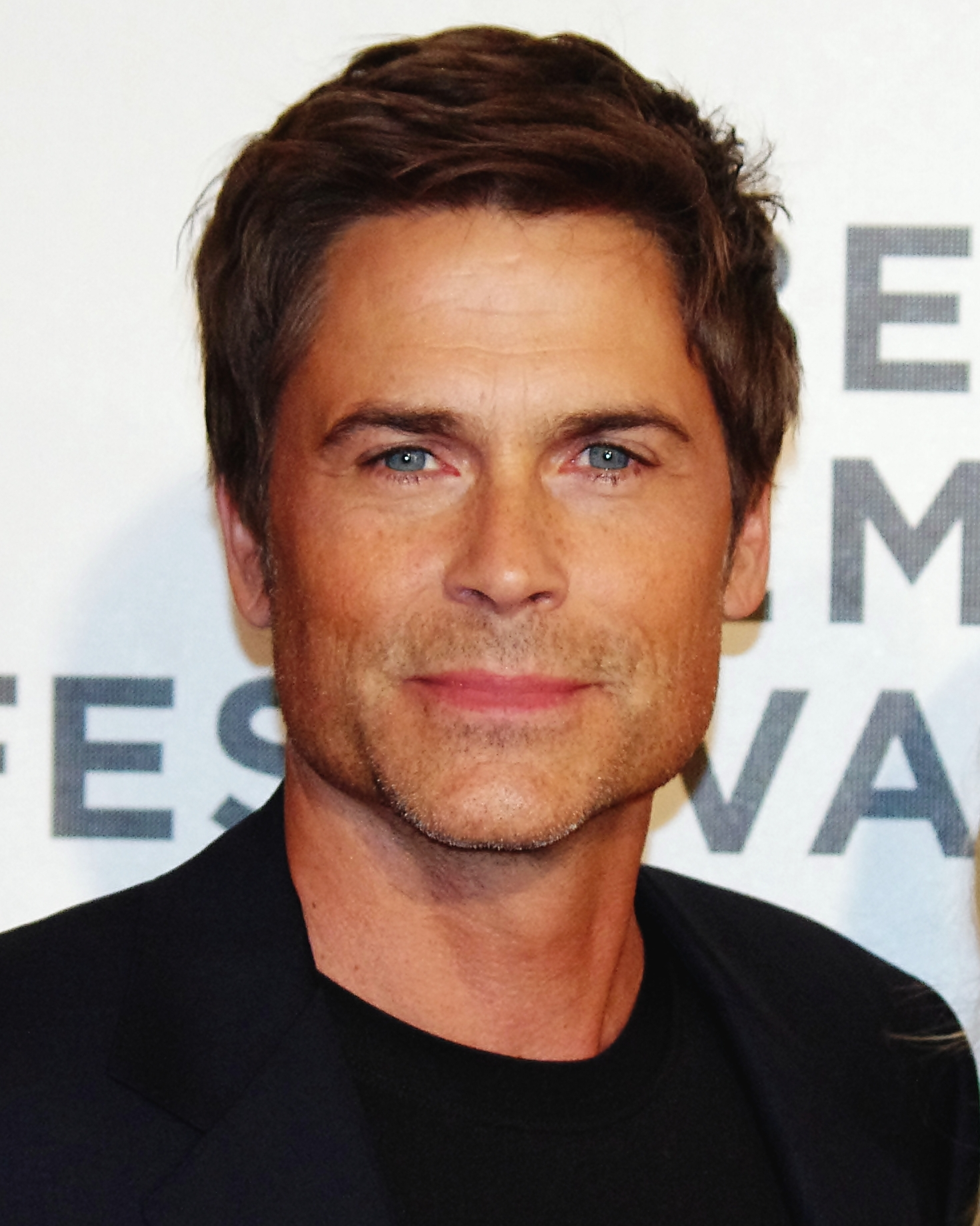 The 53-year old son of father Charles D. Lowe and mother Barbara Hepler, 187 cm tall Rob Lowe in 2017 photo