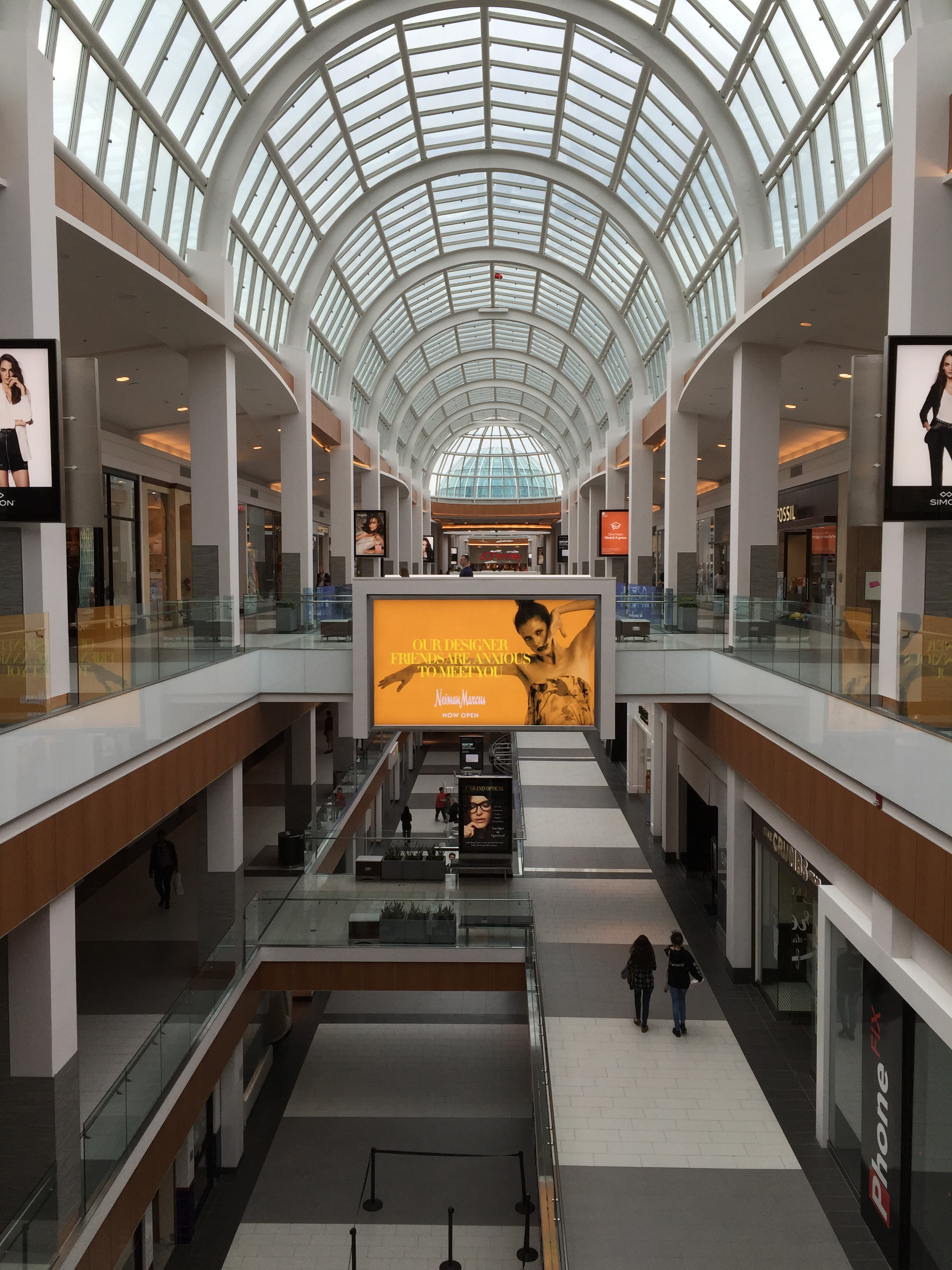 File:Roosevelt Field Mall interior 2016 jpg - Wikimedia Commons