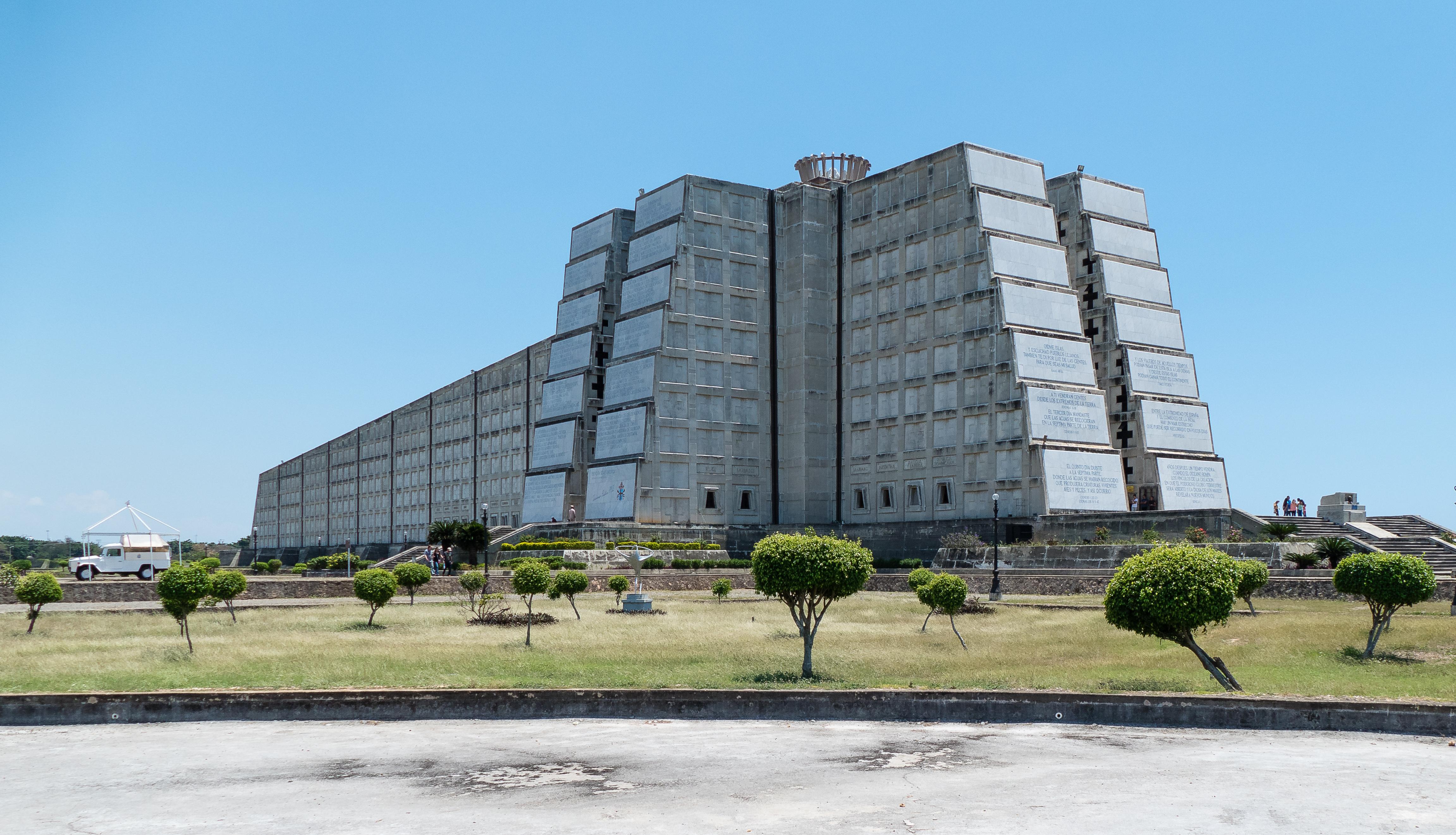 File:Santo Domingo.El Faro a Colón.20170402.jpg - Wikimedia Commons